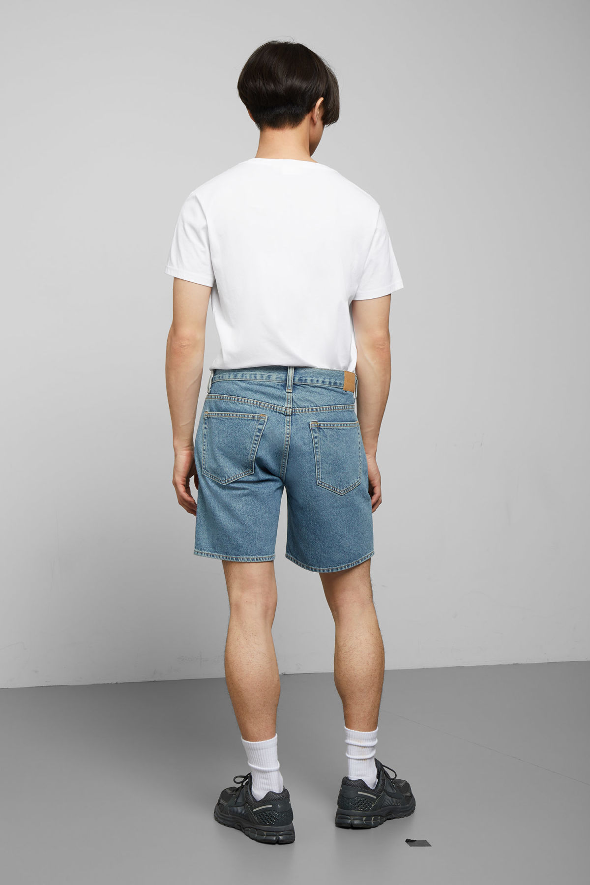 Model back image of Weekday vacant arizona blue shorts  in blue