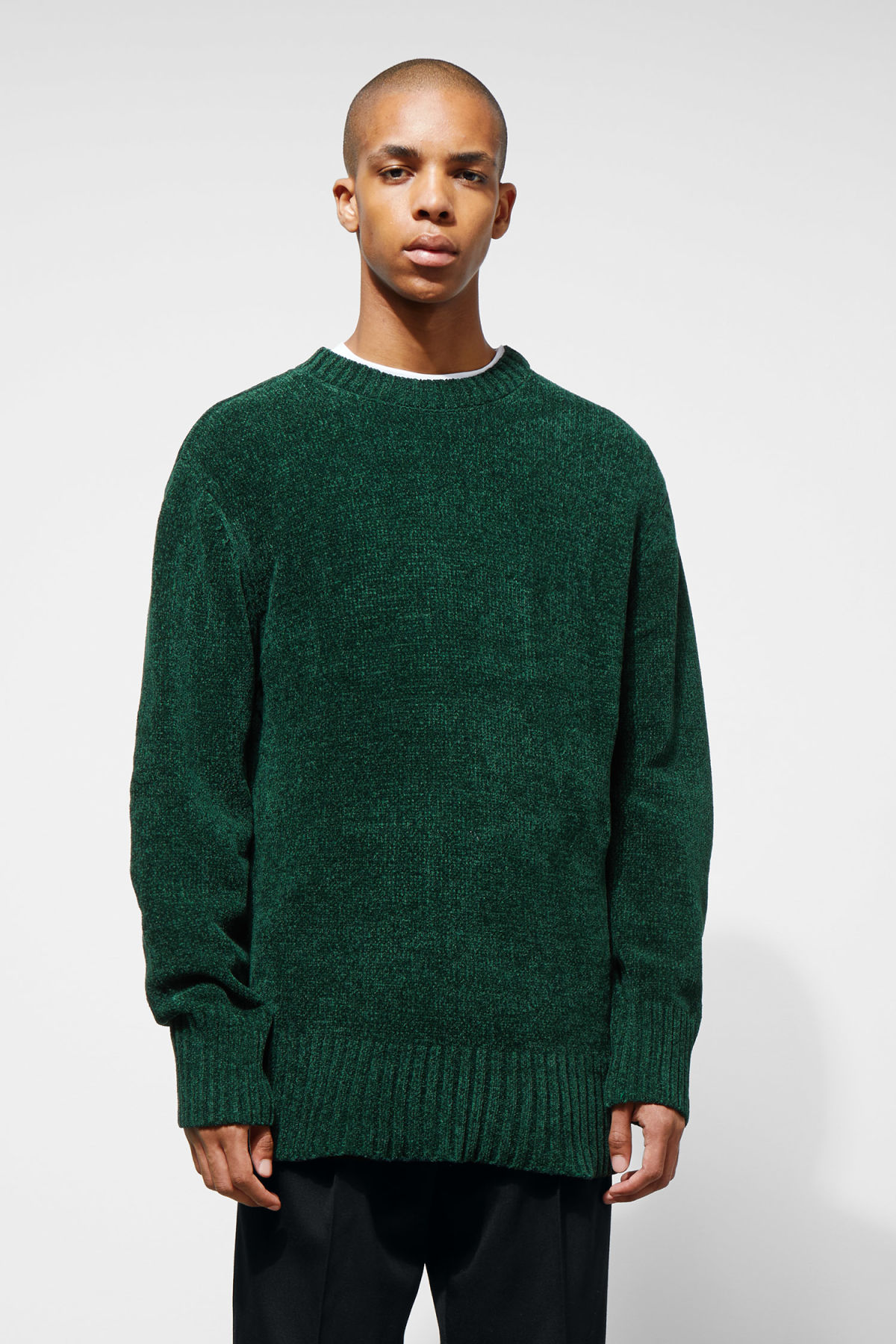Model front image of Weekday chenille sweater in green