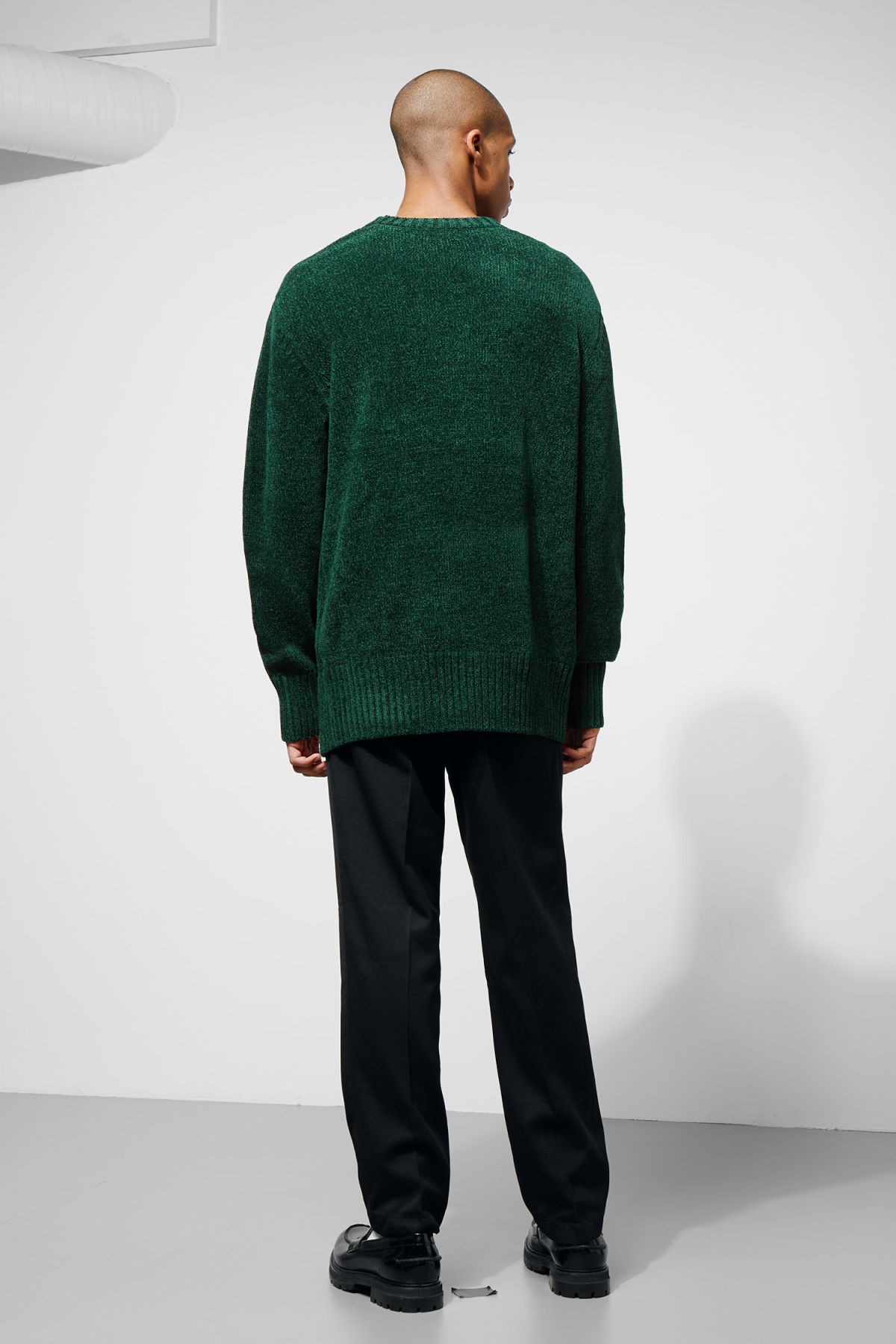 Model back image of Weekday chenille sweater in green