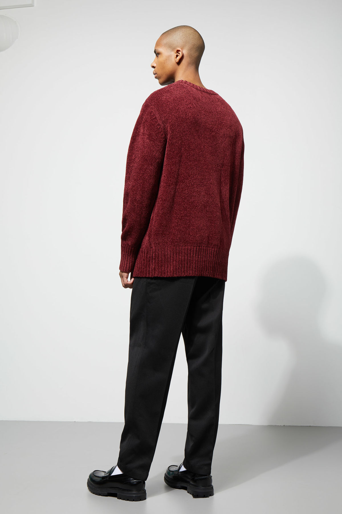 Model back image of Weekday chenille sweater in red