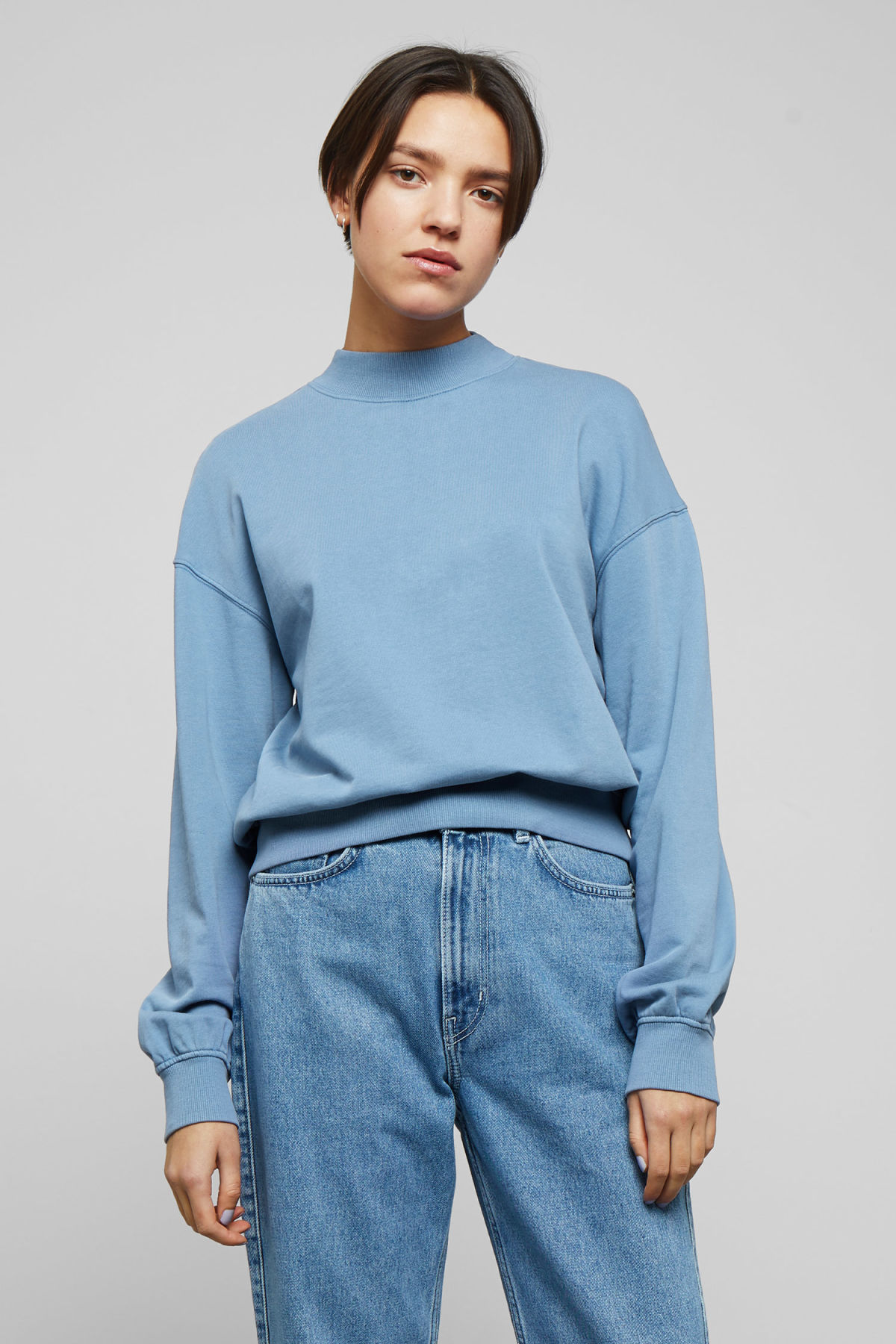 Model front image of Weekday gaida sweatshirt in blue