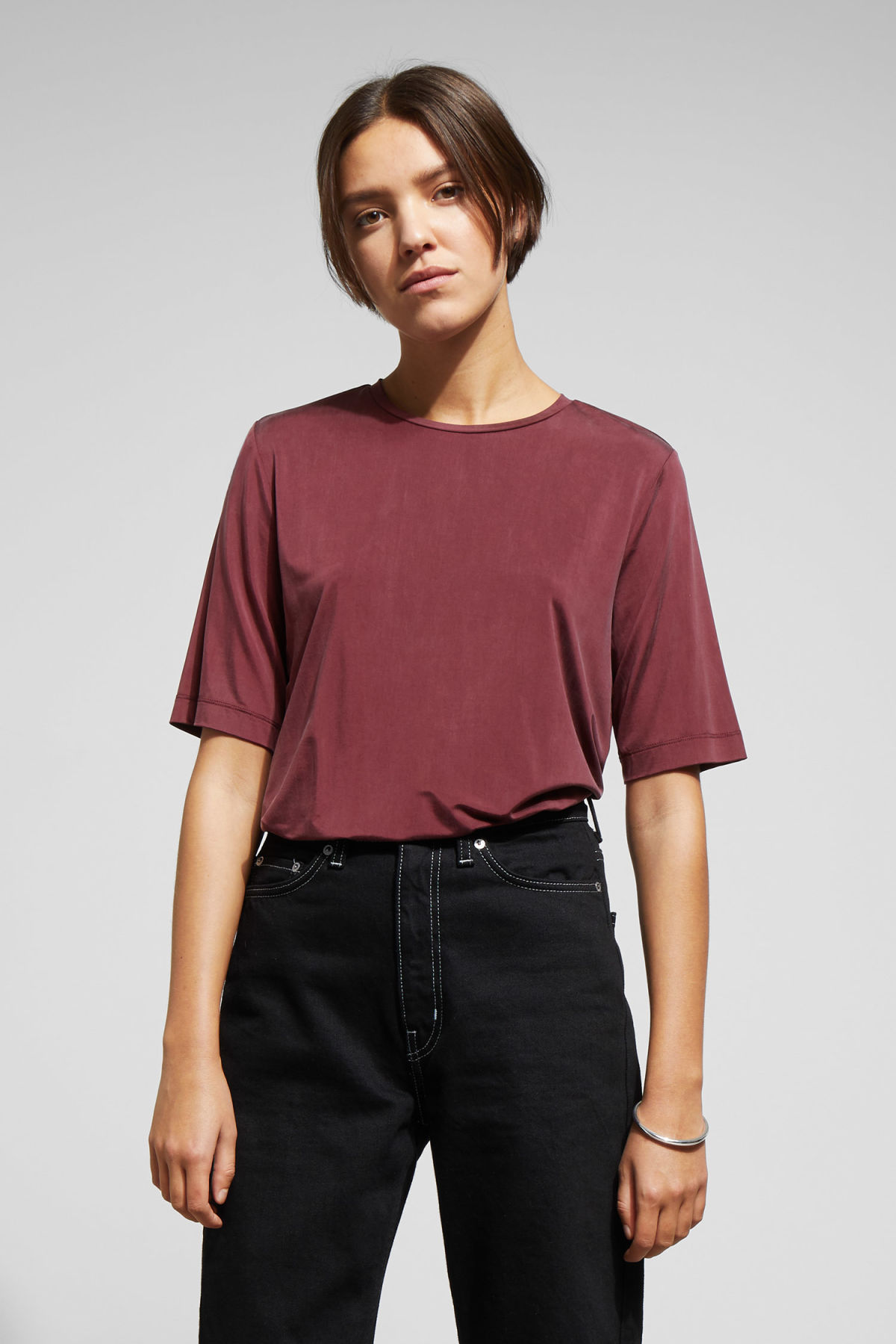 Model front image of Weekday ching t-shirt in red