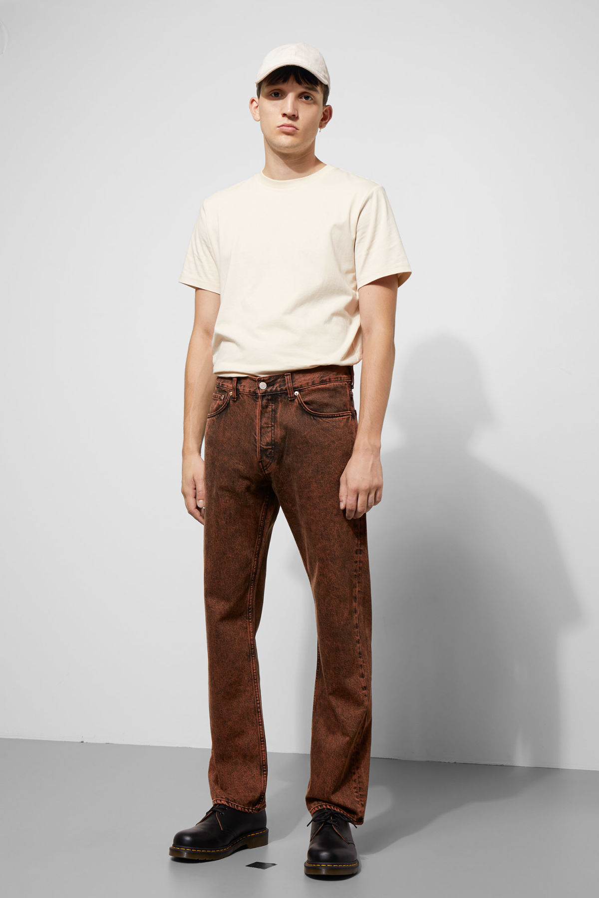 Model front image of Weekday lane acid jeans in yellow