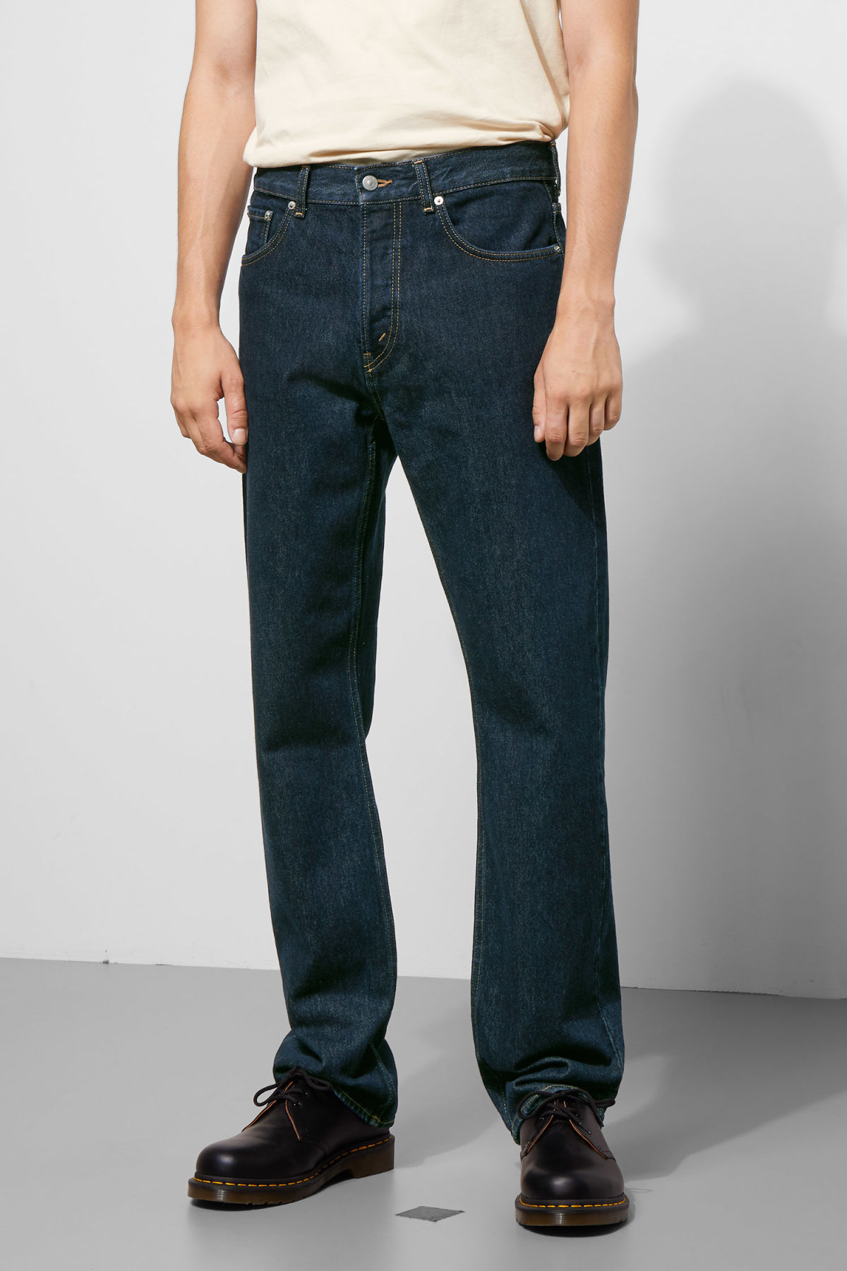 Model side image of Weekday lane rinsed jeans in blue