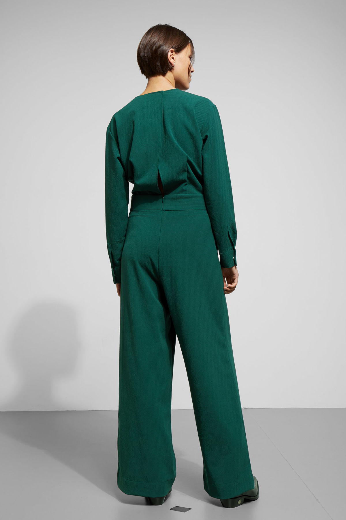 7c0ea87fd2c3 ... Model back image of Weekday carillon jumpsuit in green ...