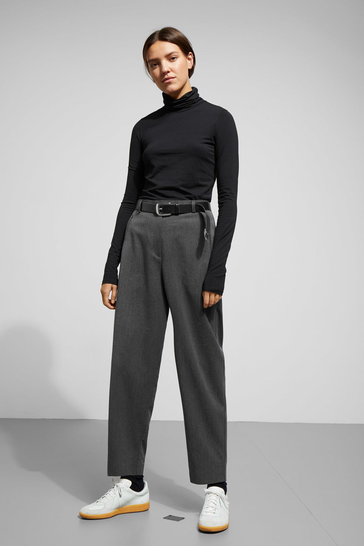 Model front image of Weekday arena trousers in grey