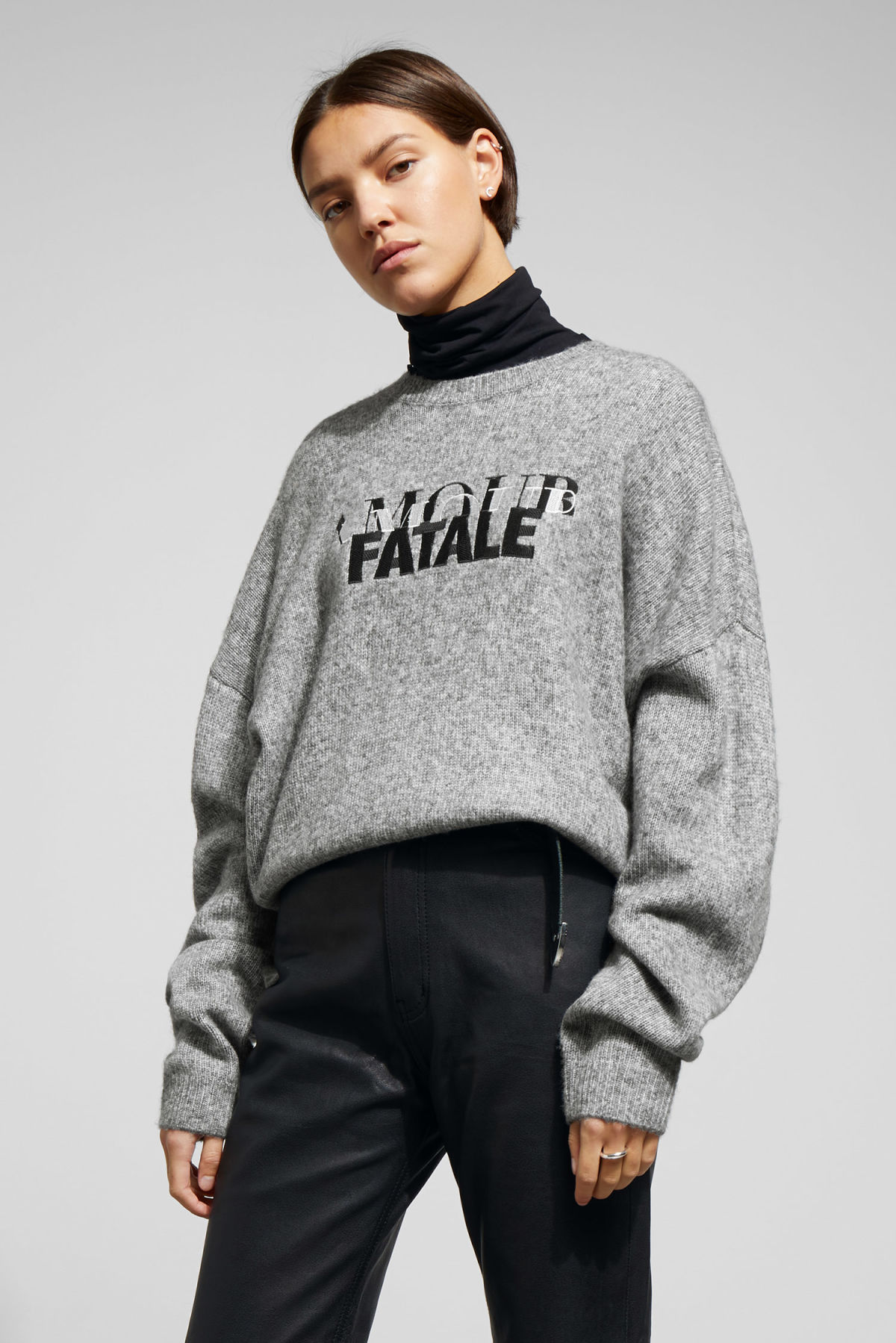 Model front image of Weekday kaval sweater in grey