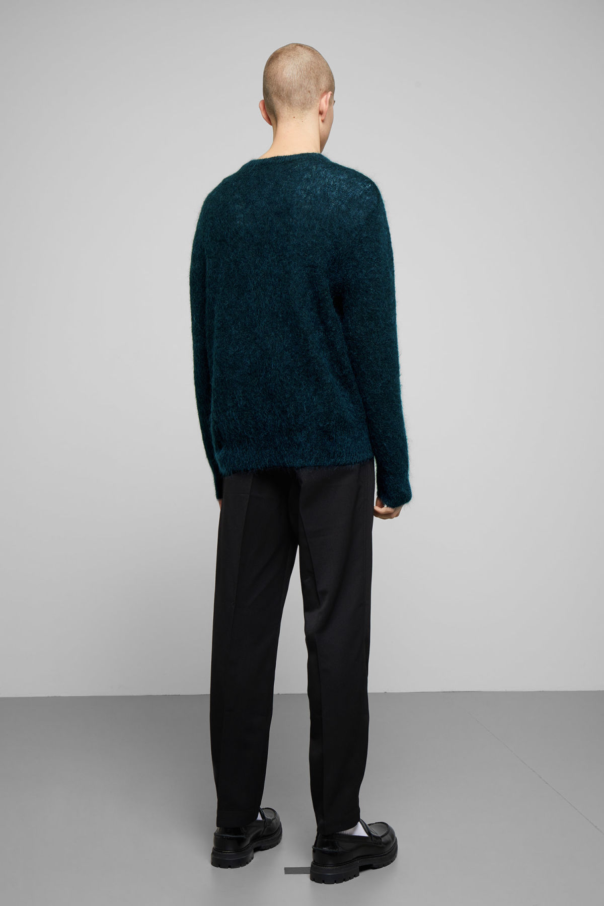 Model back image of Weekday harry sweater in blue