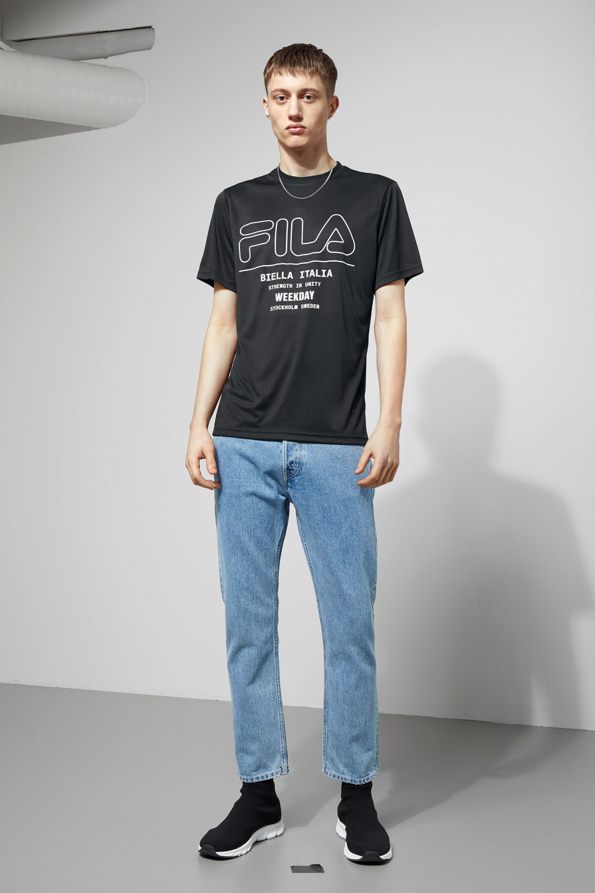 Model side image of Weekday noto tee in black