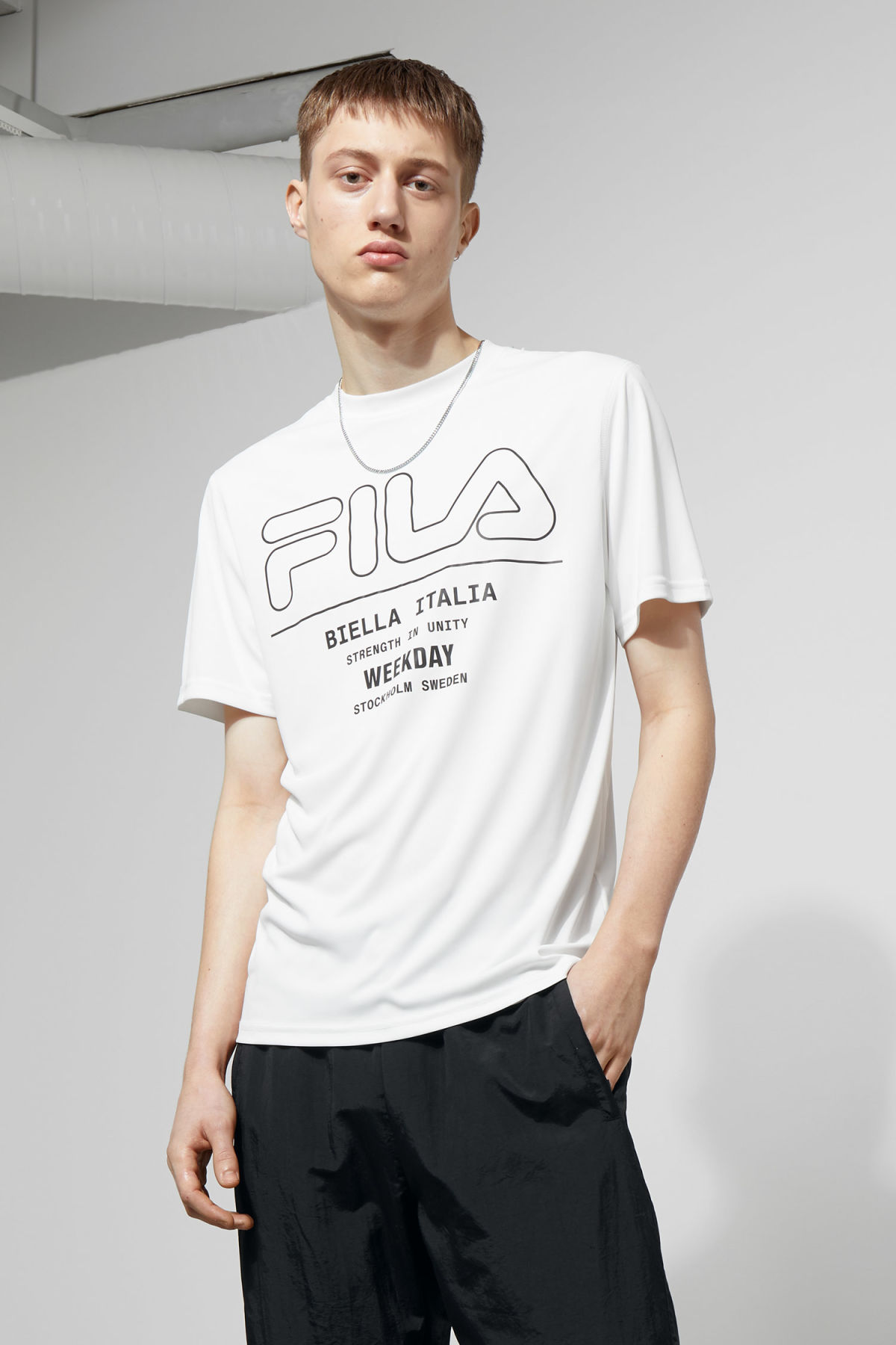 Model front image of Weekday noto tee in white