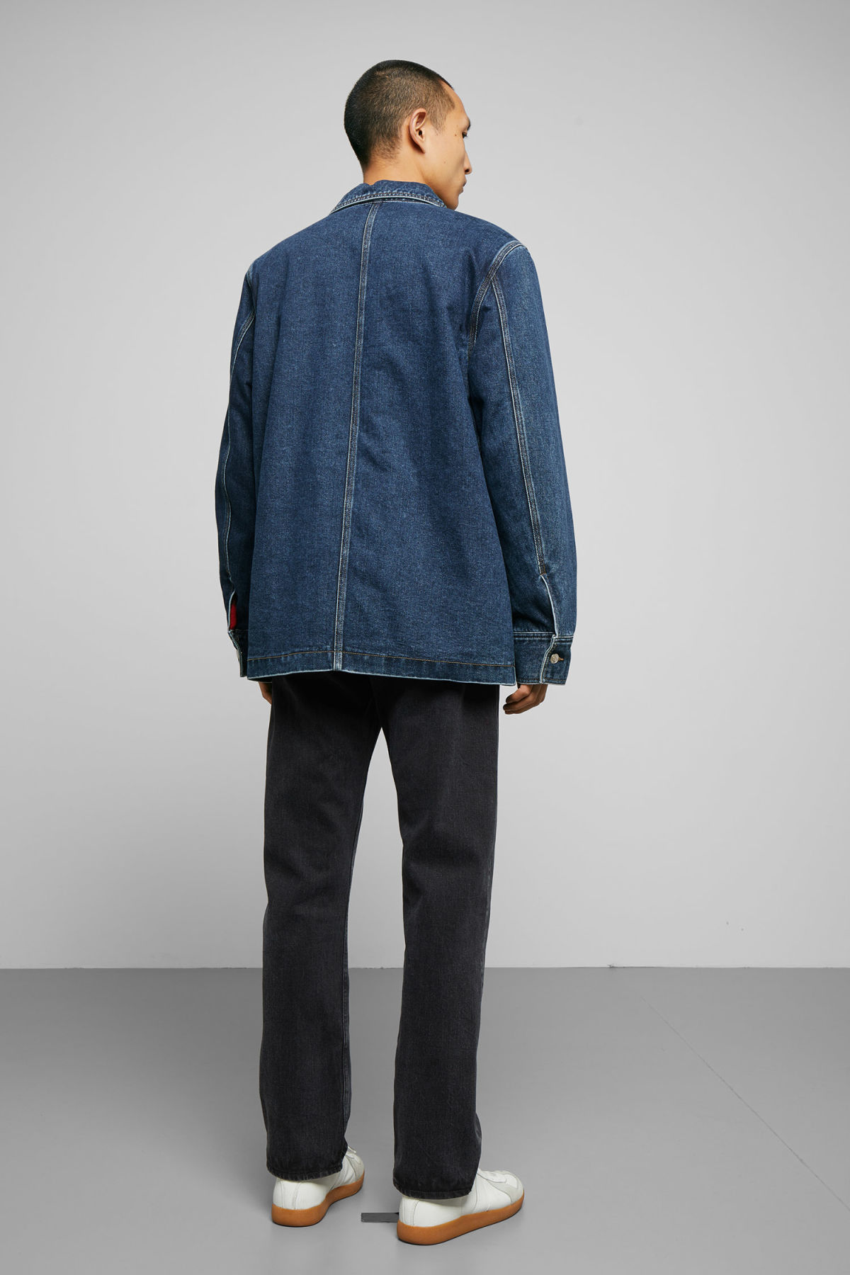 Model back image of Weekday quit 20 blue jacket in blue