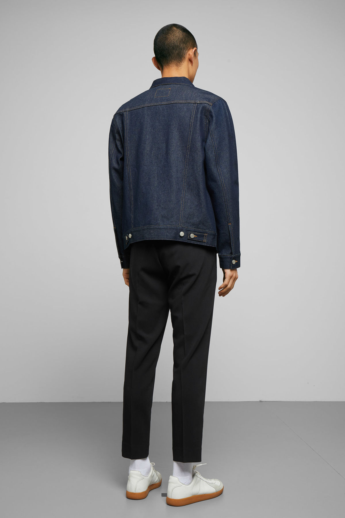 Model back image of Weekday single unwashed jacket in blue