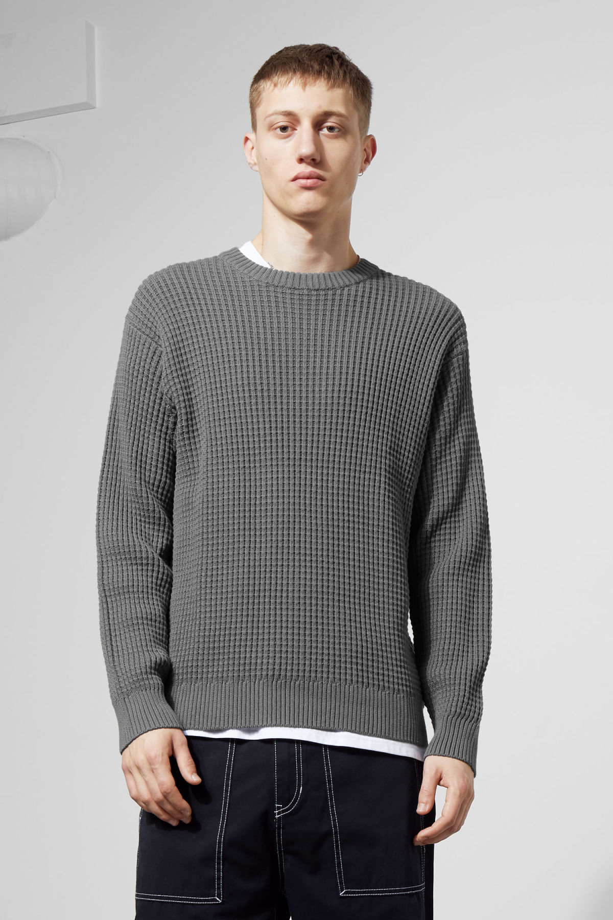 Model front image of Weekday smyth waffle sweater in grey