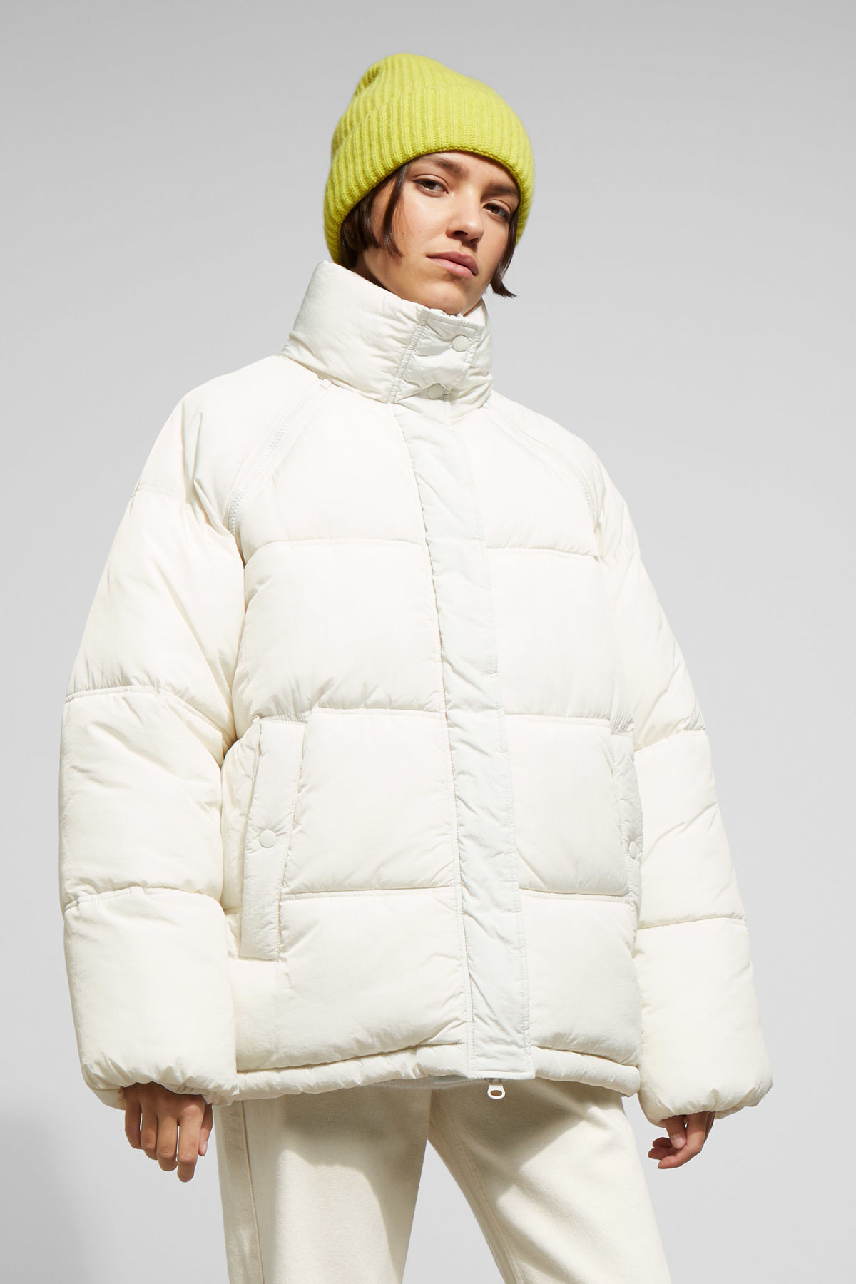 Model front image of Weekday felicity padded jacket in beige