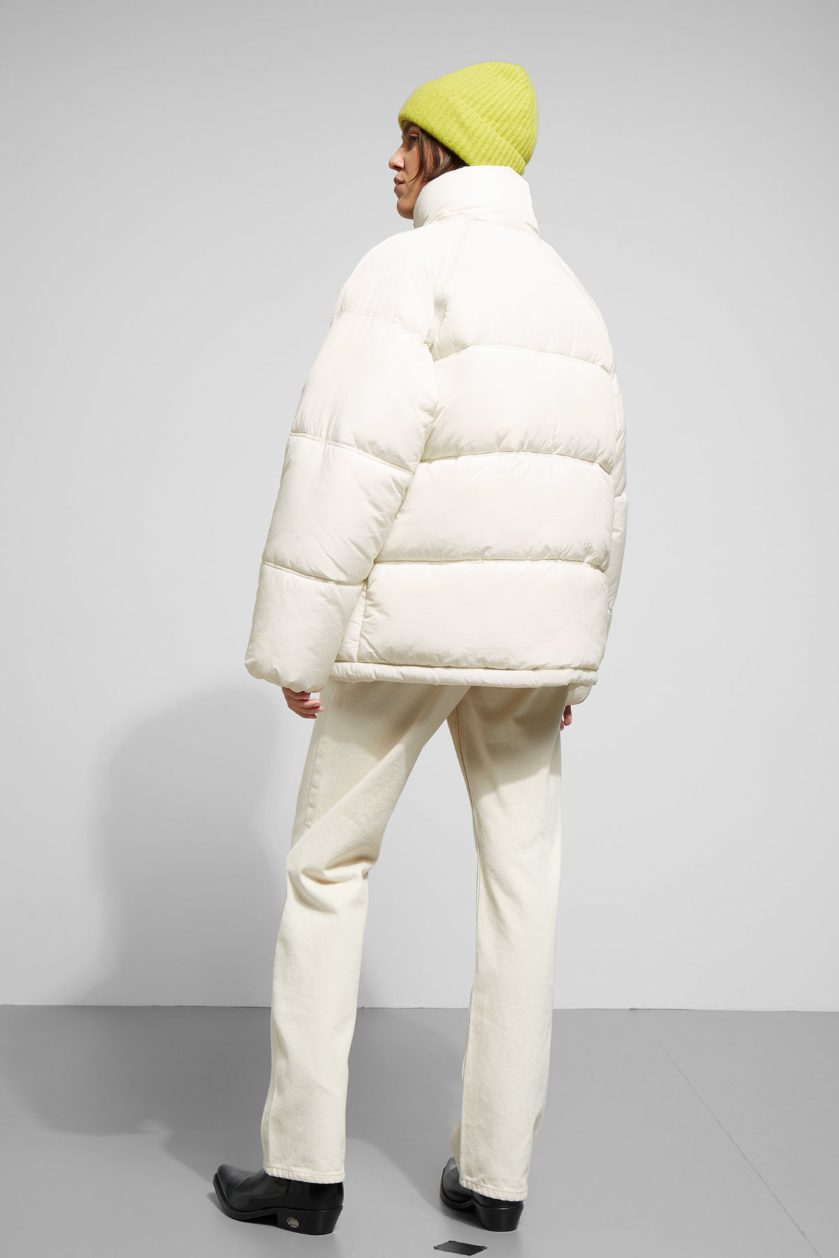 Model side image of Weekday felicity padded jacket in beige