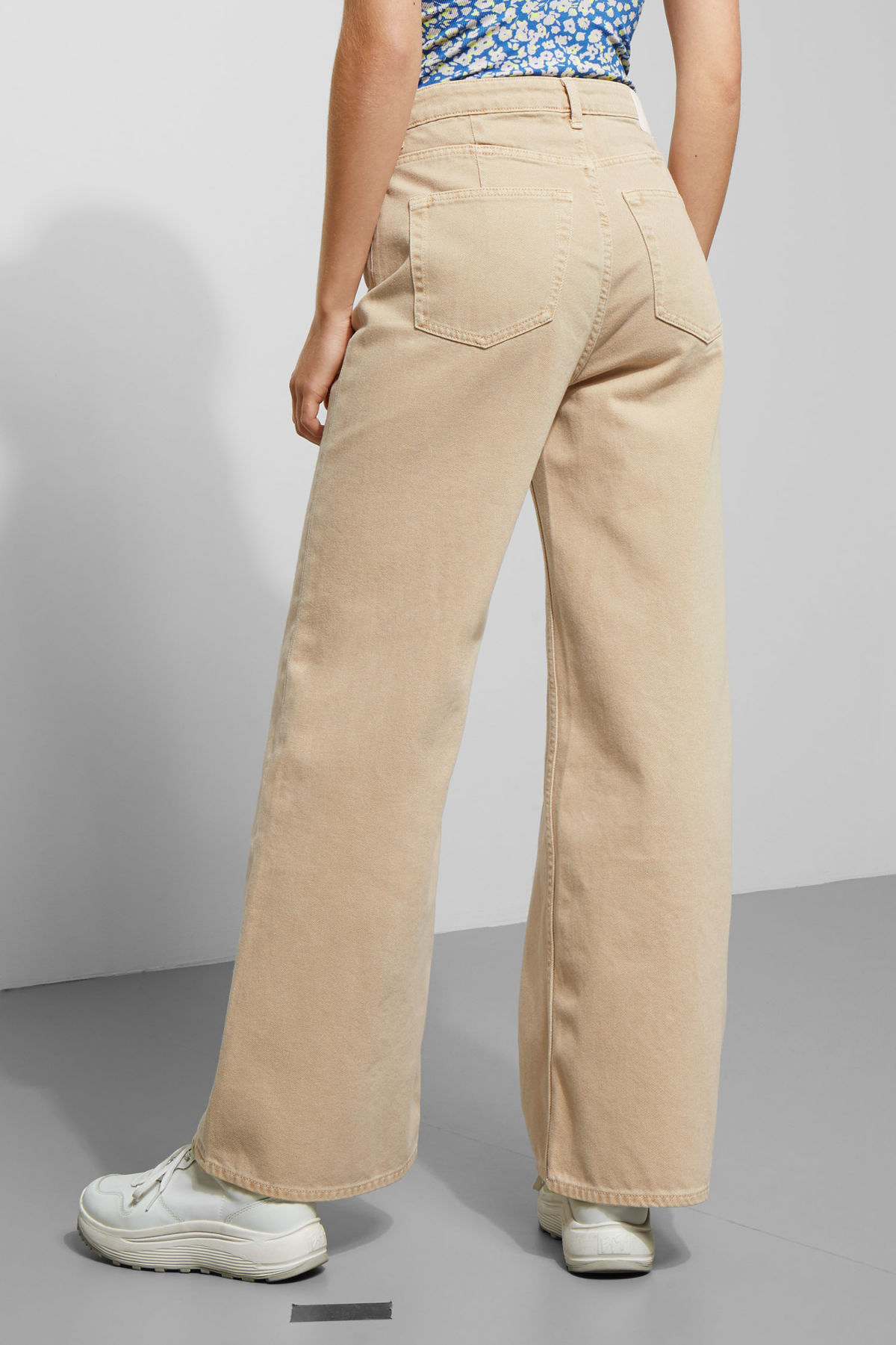 Model side image of Weekday ace sand jeans in beige