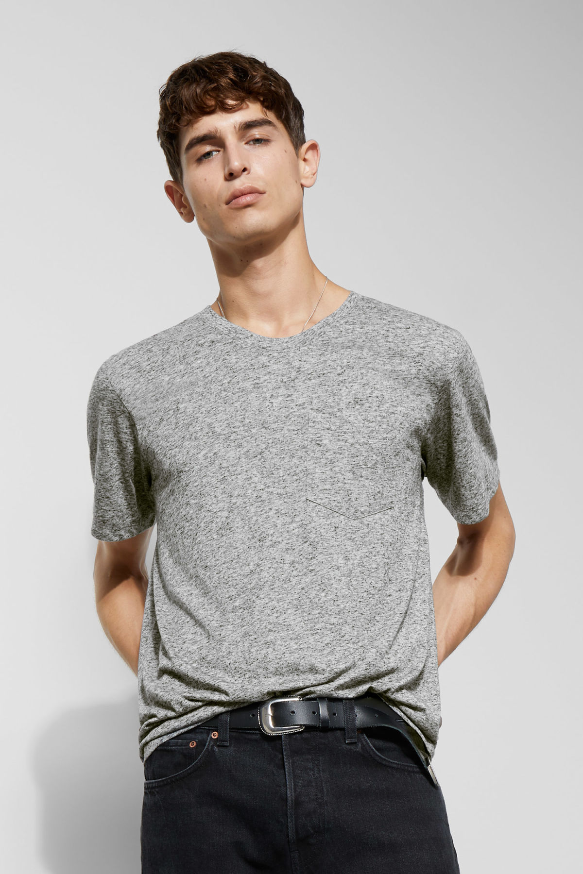 Model front image of Weekday sonic t-shirt in grey