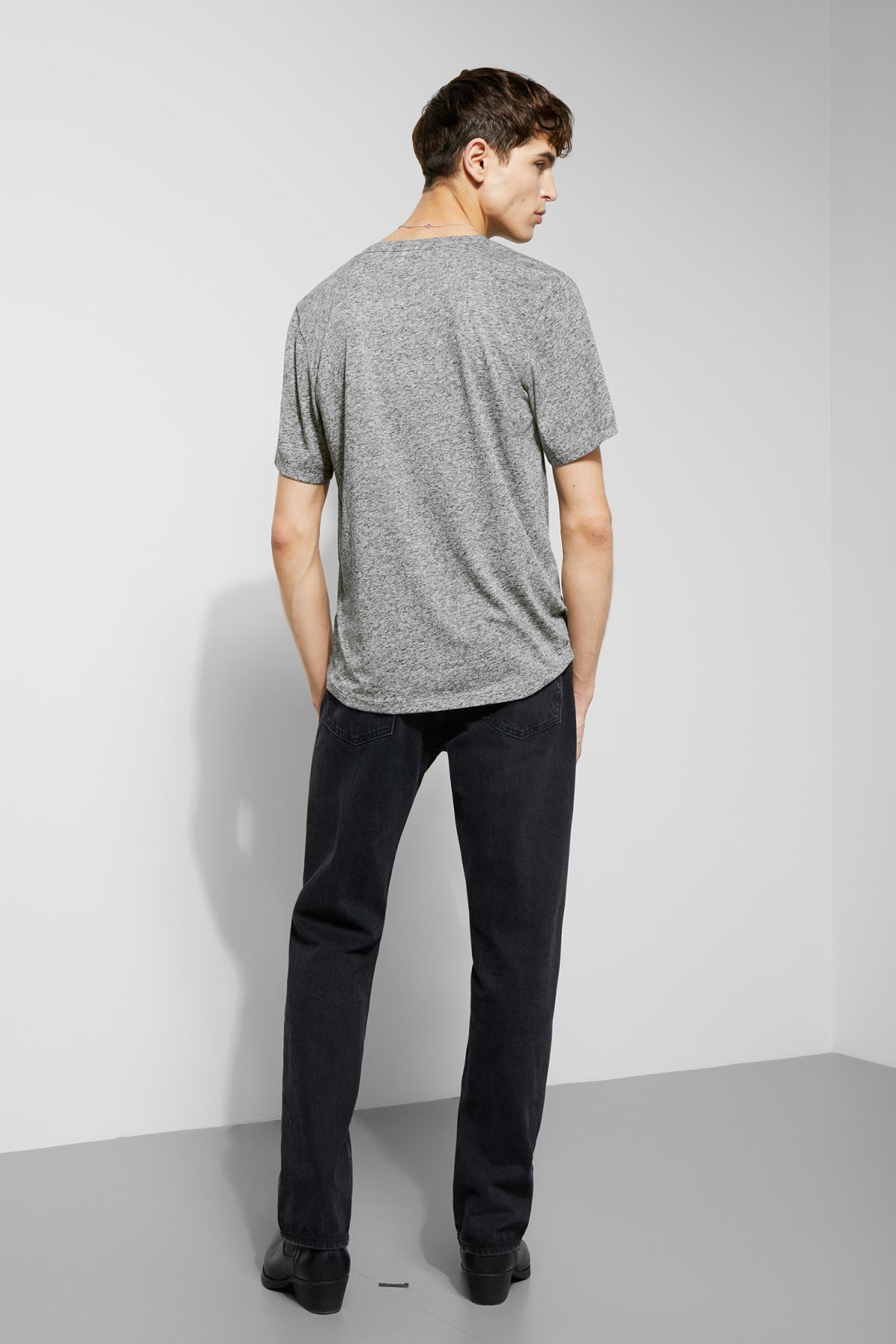 Model back image of Weekday sonic t-shirt in grey