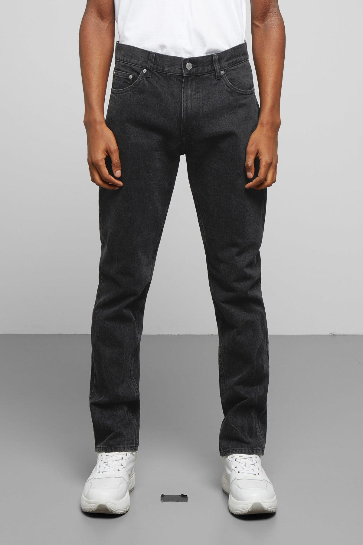 Model back image of Weekday friday black rodeo jeans in black