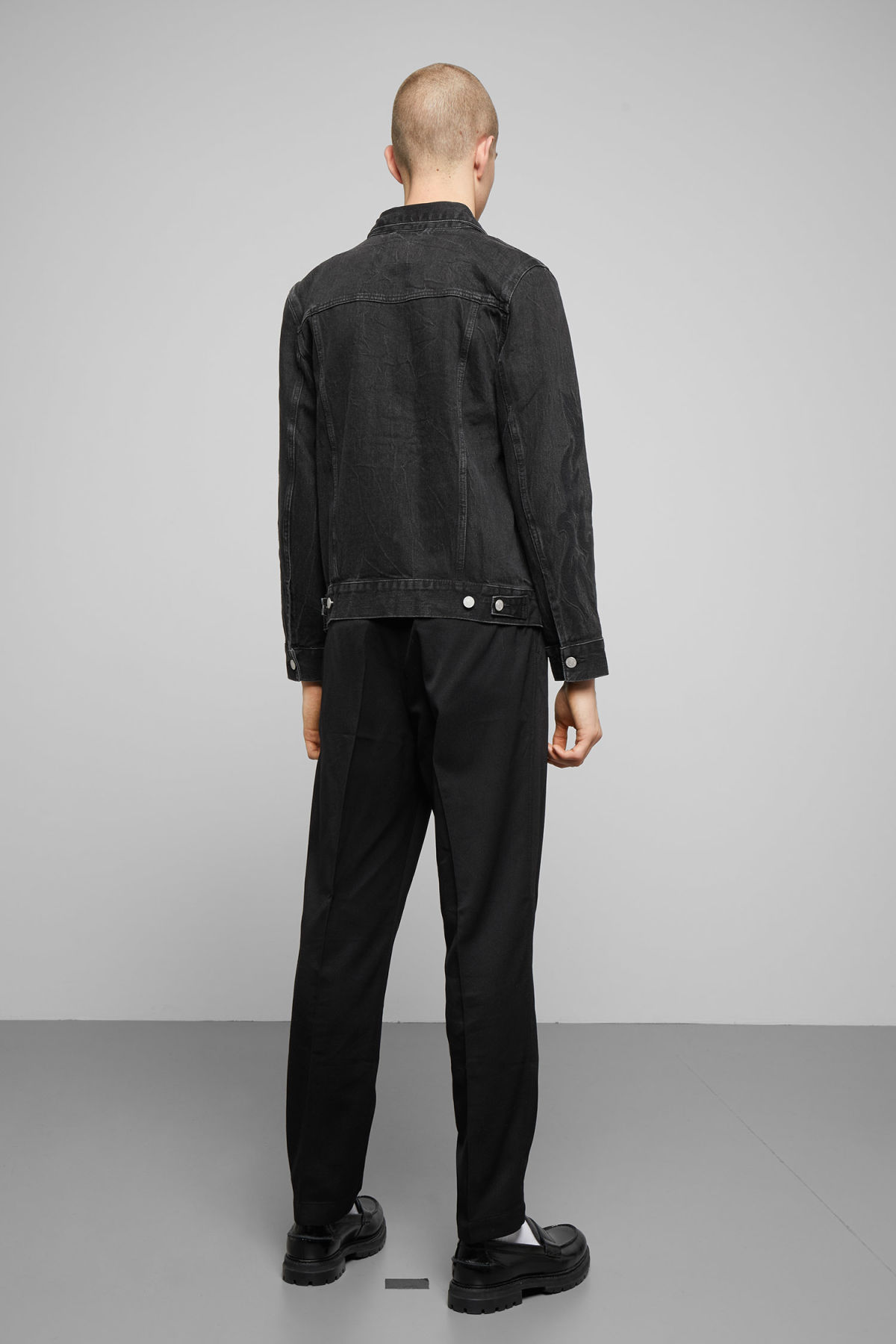 Model back image of Weekday core rodeo black jacket in black