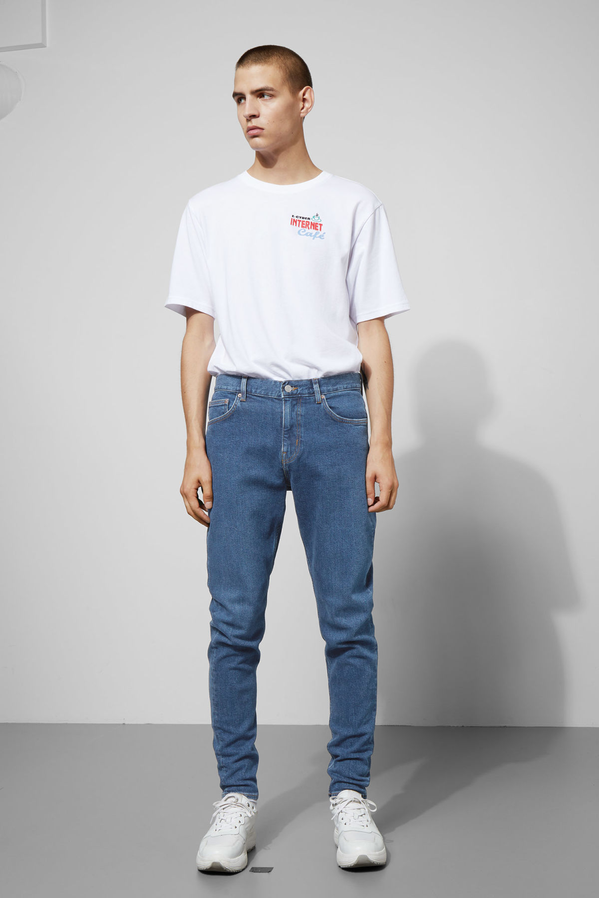 Model front image of Weekday cone gene blue jeans in blue