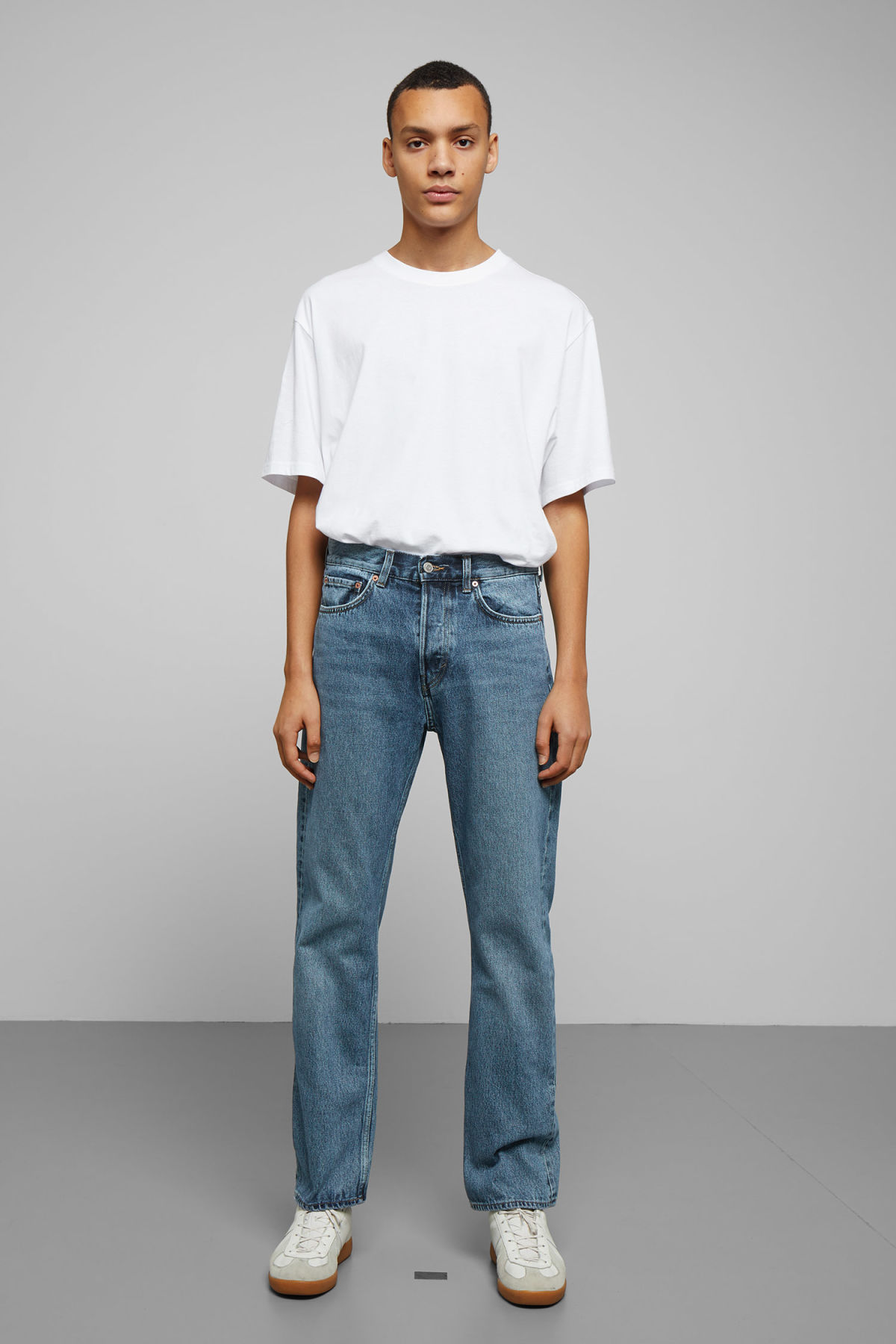 Model front image of Weekday lane wd blue jeans in blue