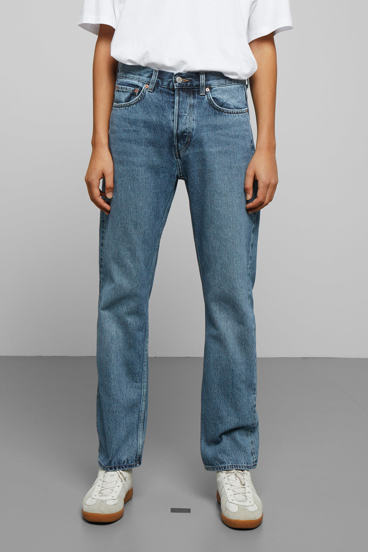 Model side image of Weekday lane wd blue jeans in blue