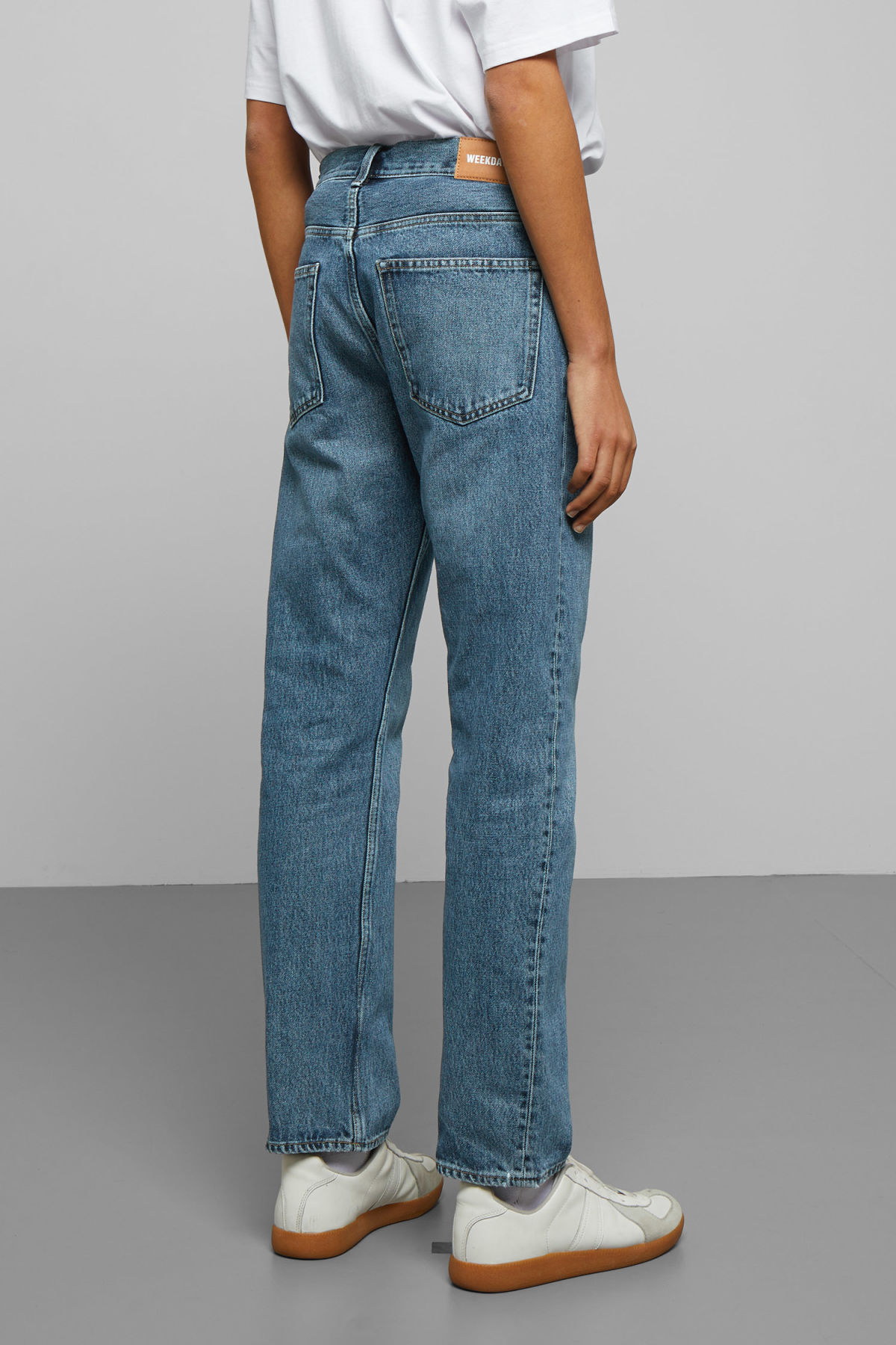 Model back image of Weekday lane wd blue jeans in blue