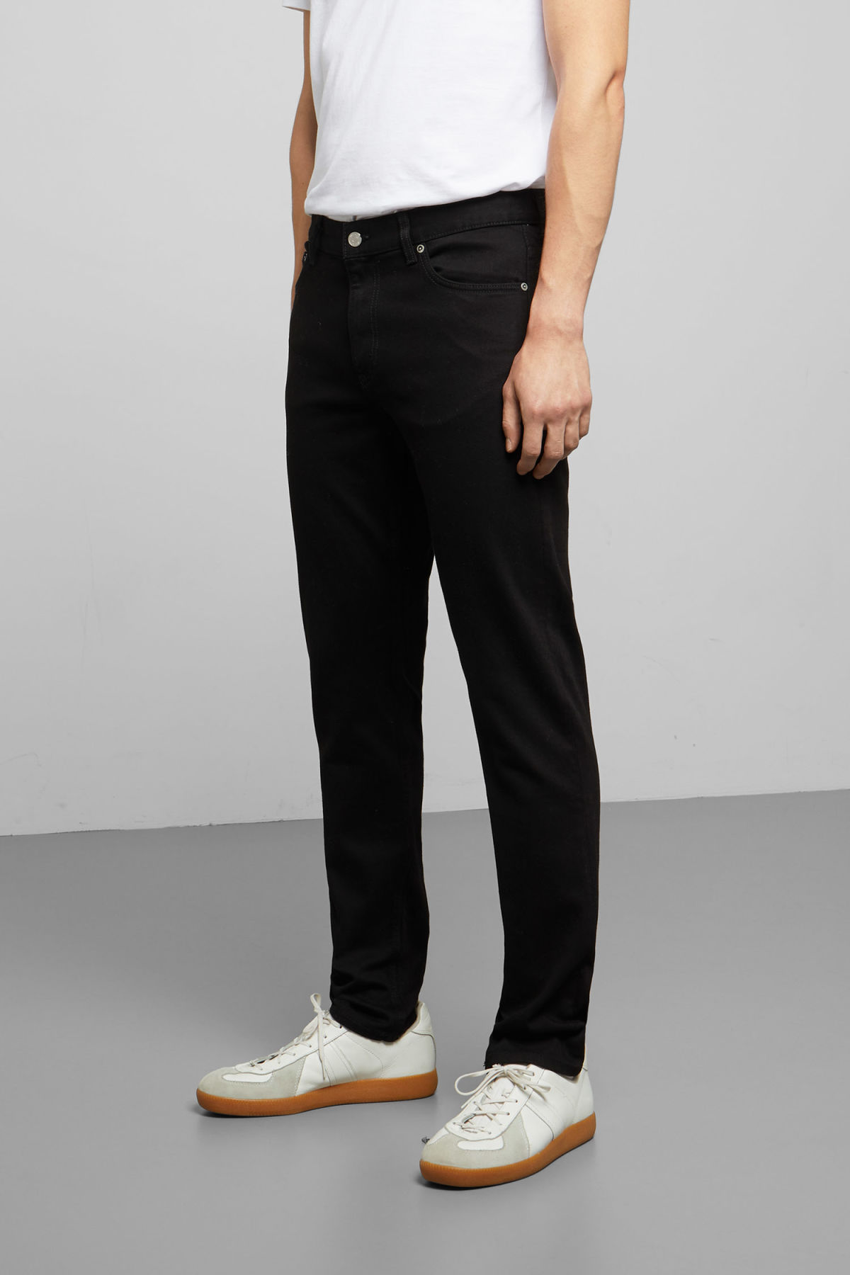 Model side image of Weekday sunday black jeans in black