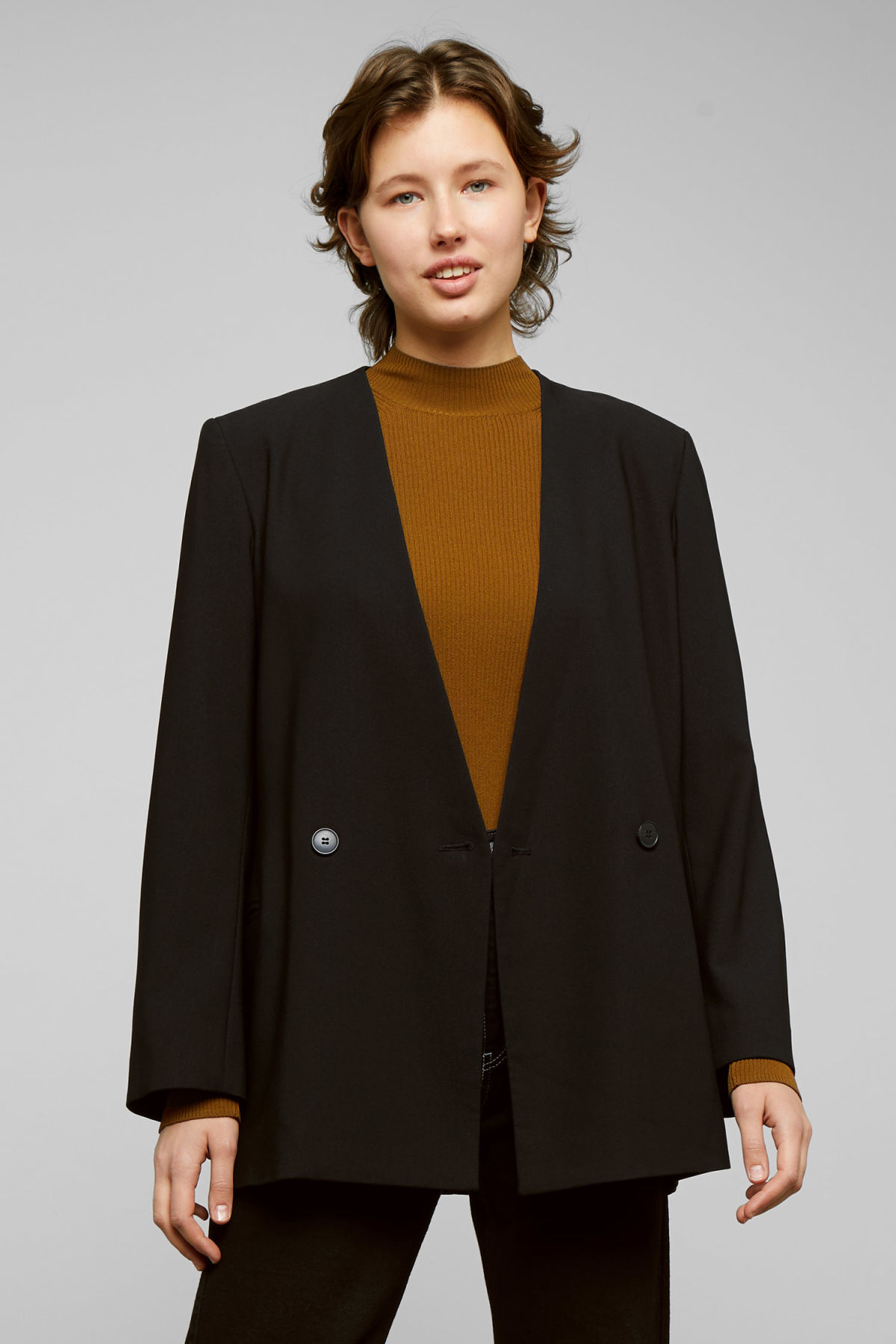 Model back image of Weekday jade blazer in black
