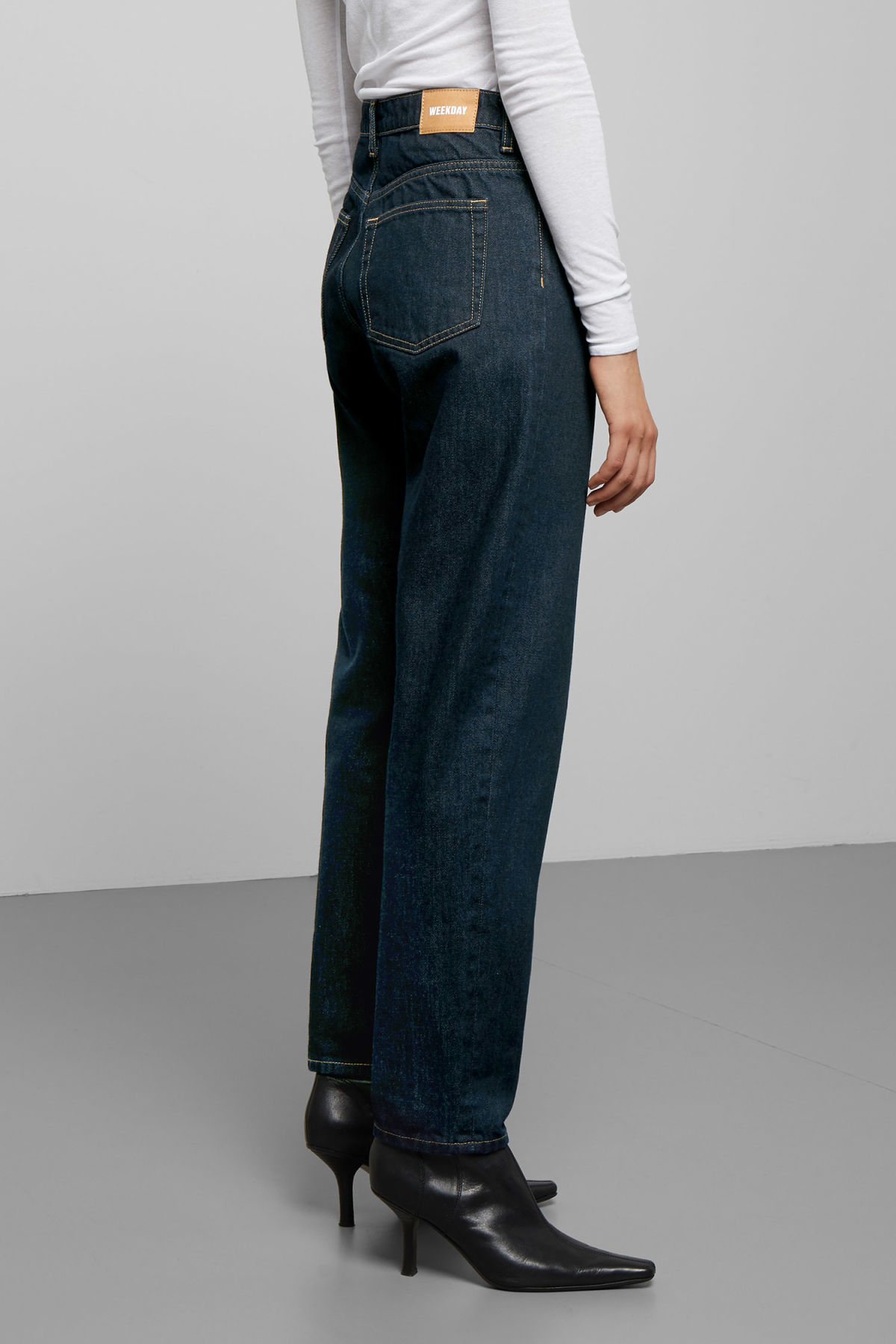 Model back image of Weekday lash soaked jeans in blue