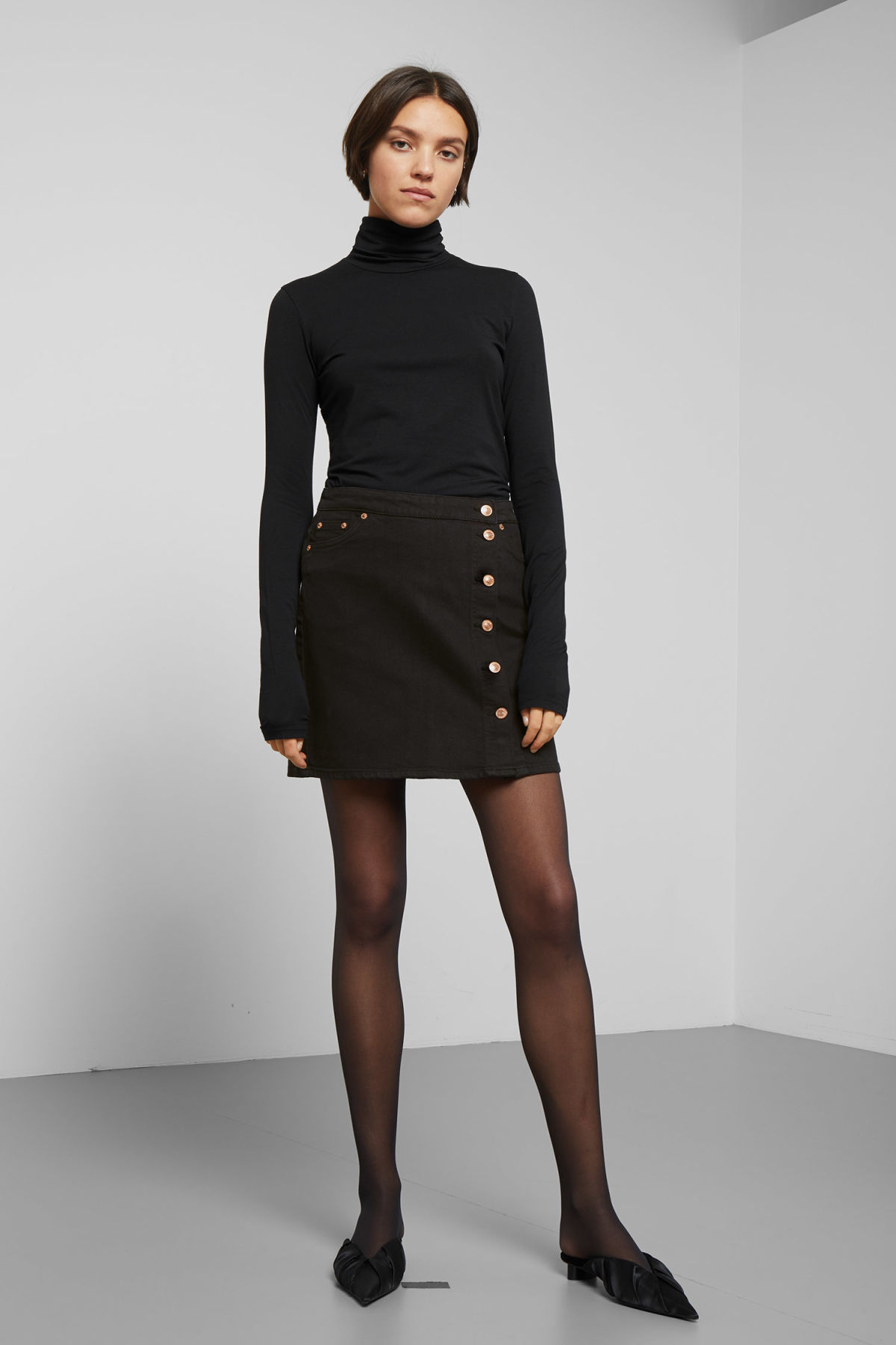 Model front image of Weekday sax denim skirt in black