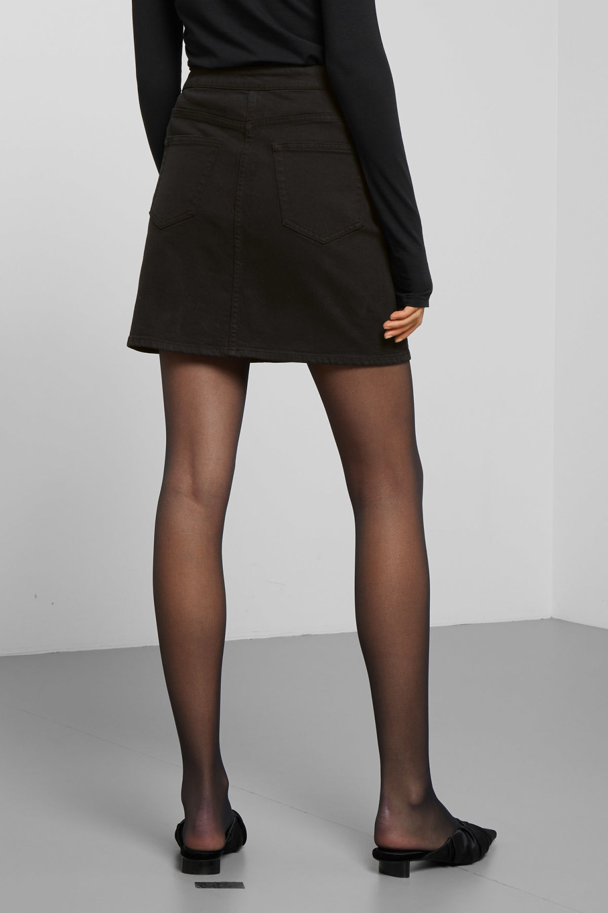 Model back image of Weekday sax denim skirt in black
