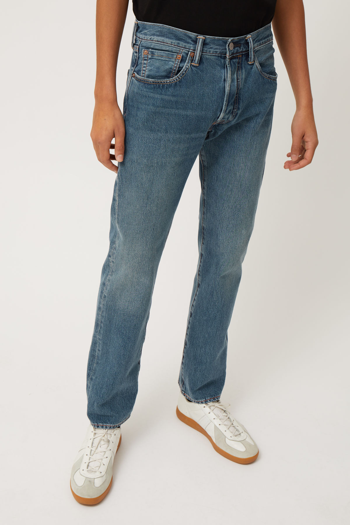 Model front image of Weekday 501 original electric ave jeans in blue