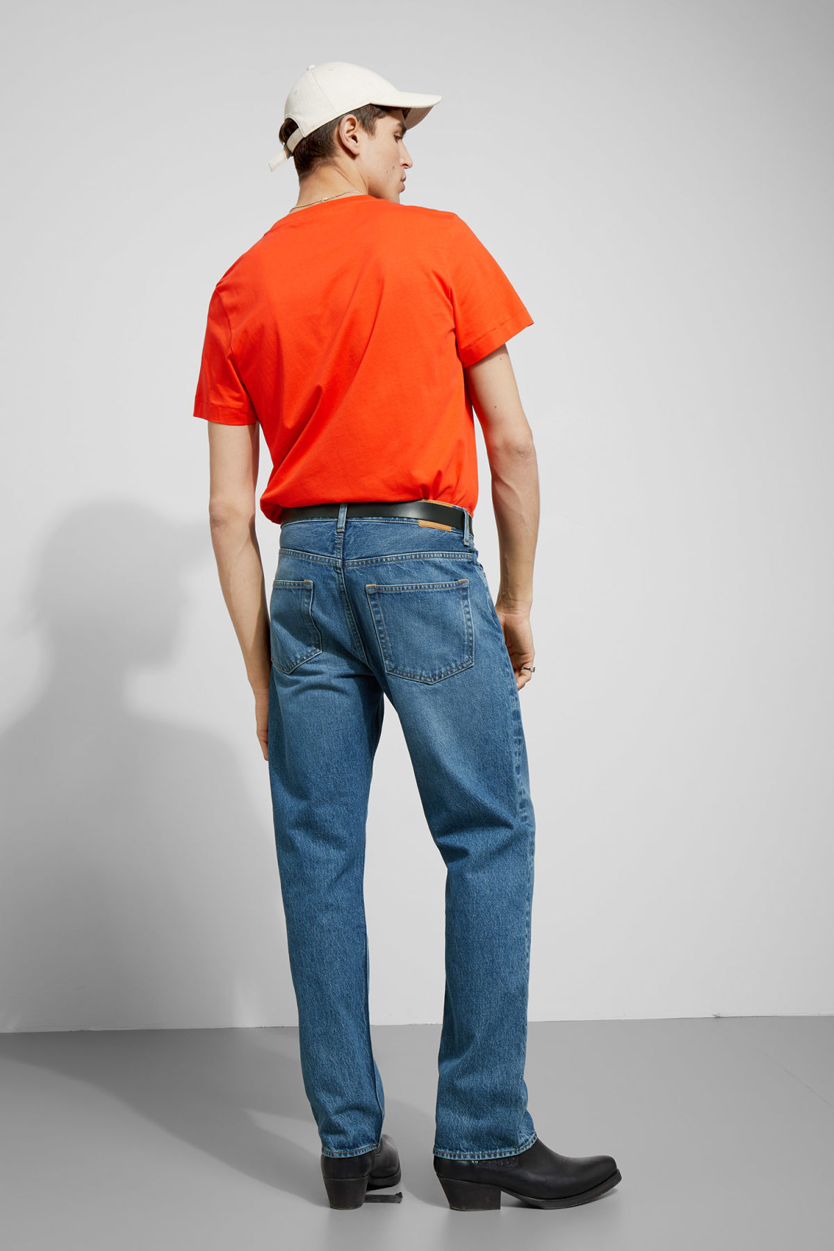 Model back image of Weekday pictor t-shirt in orange