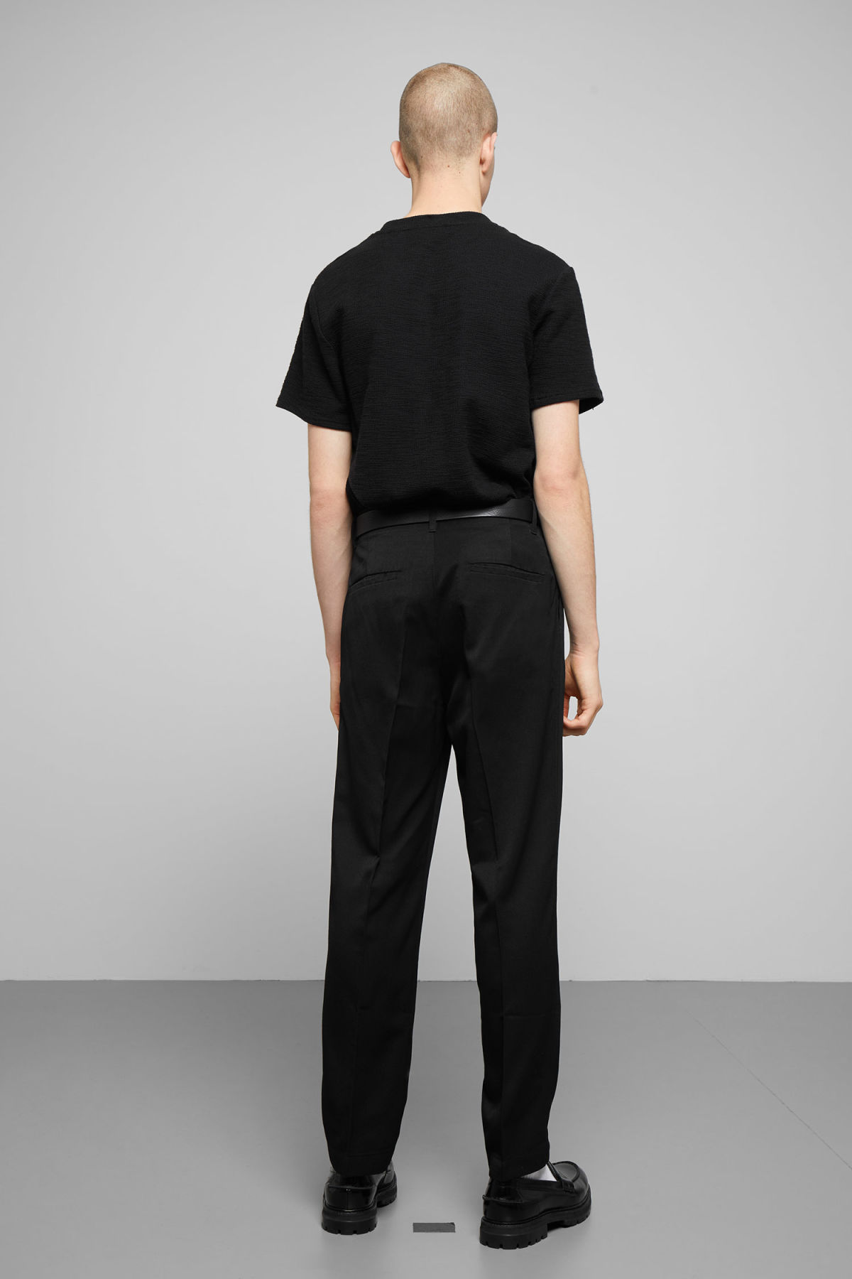 Model back image of Weekday bob structured t-shirt in black