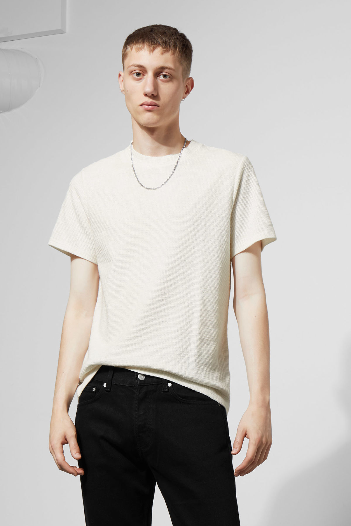 Model front image of Weekday bob structured t-shirt in white