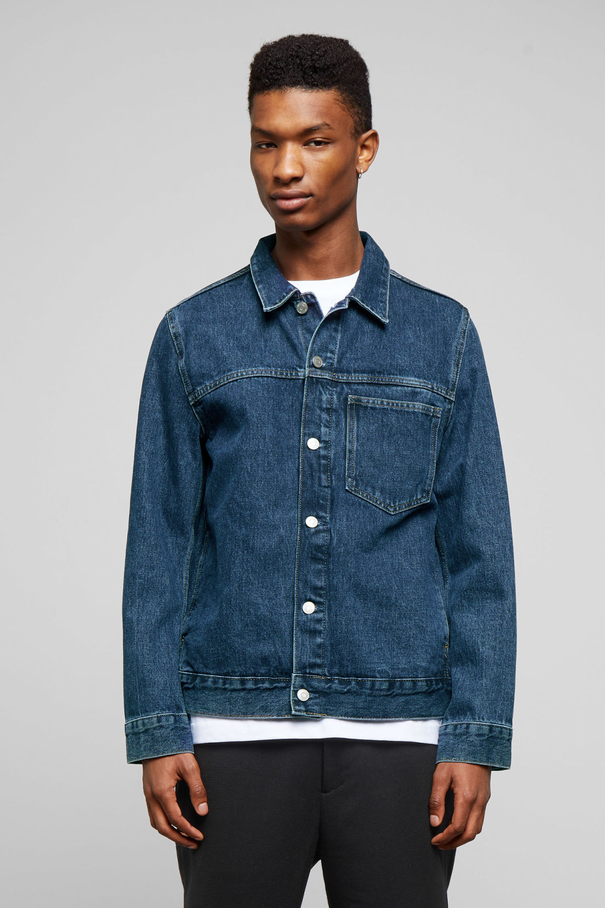 Model front image of Weekday core storm blue denim jacket in blue