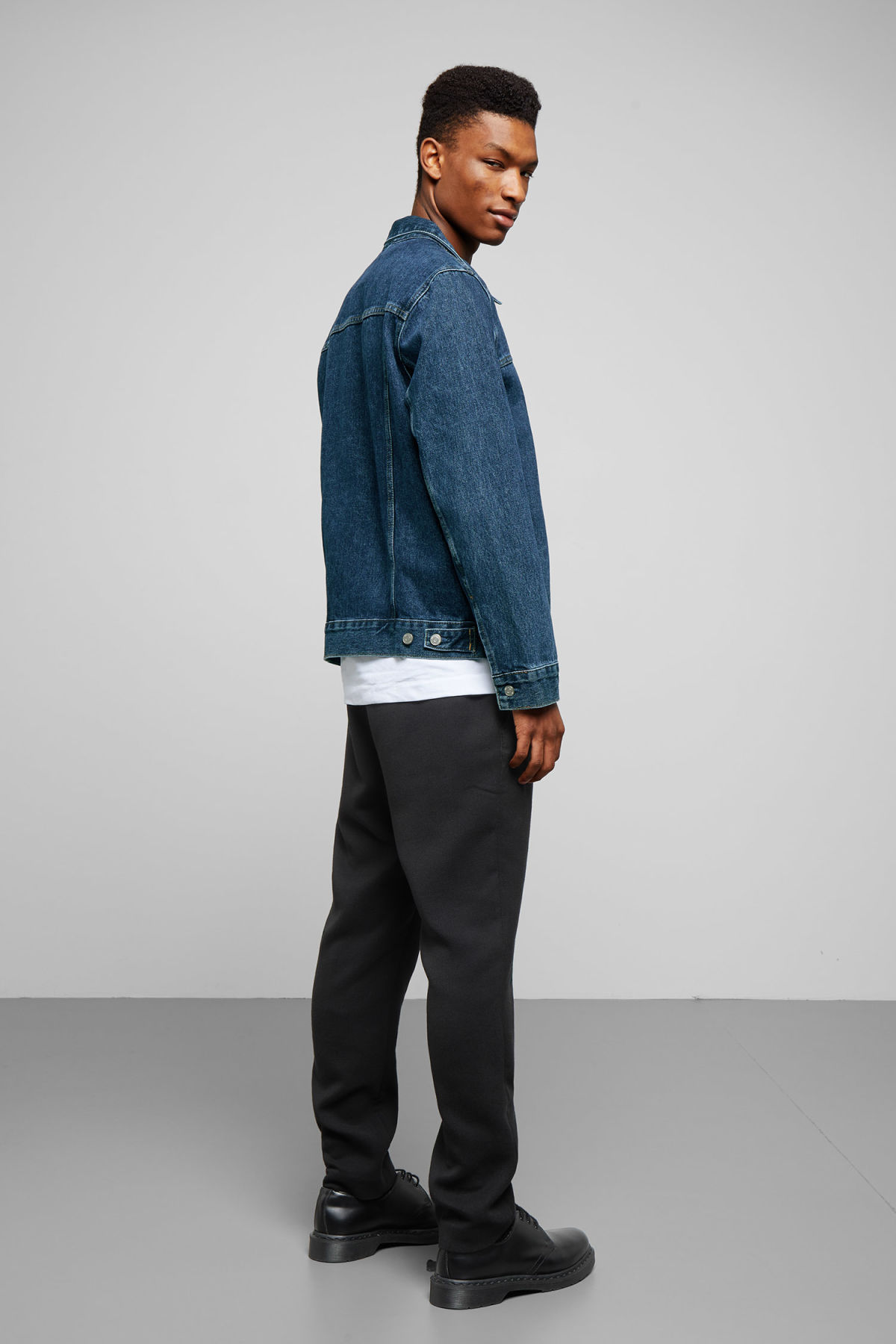 Model back image of Weekday core storm blue denim jacket in blue