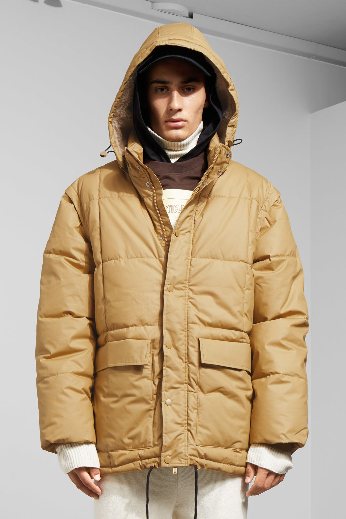 Model front image of Weekday tenzing jacket in beige