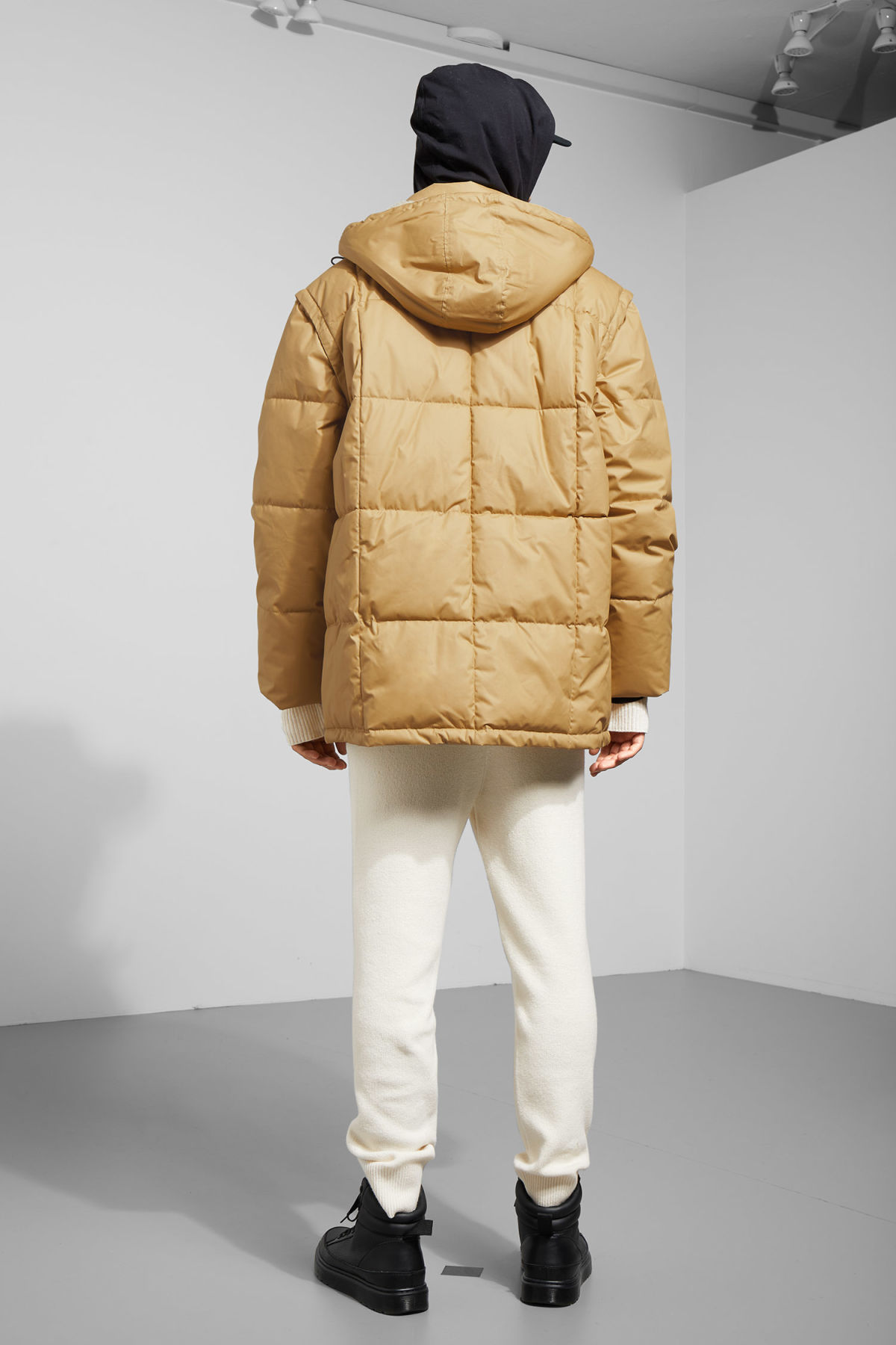 Model back image of Weekday tenzing jacket in beige