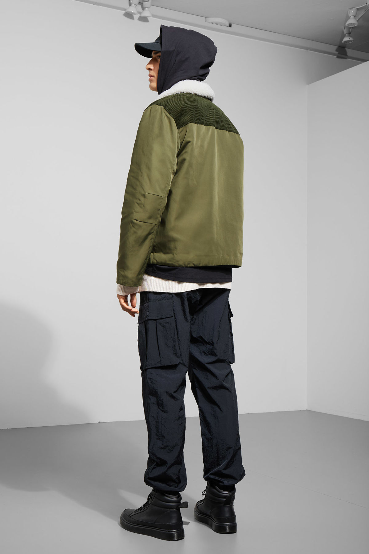 Model back image of Weekday barwa jacket in green