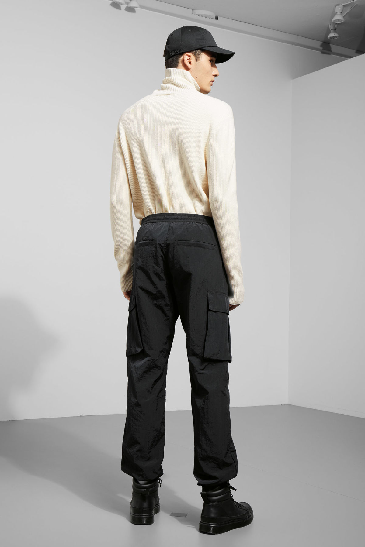 Model back image of Weekday dorje pocket trousers in black