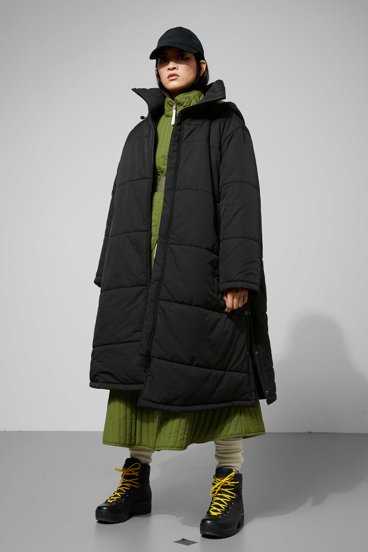 Model front image of Weekday lingtren parka in black