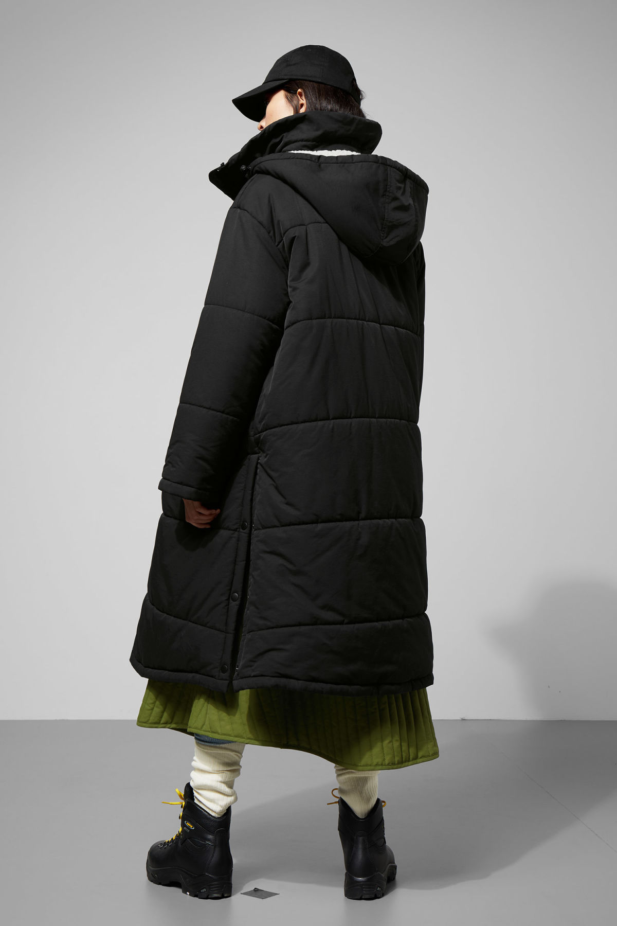 Model back image of Weekday lingtren parka in black