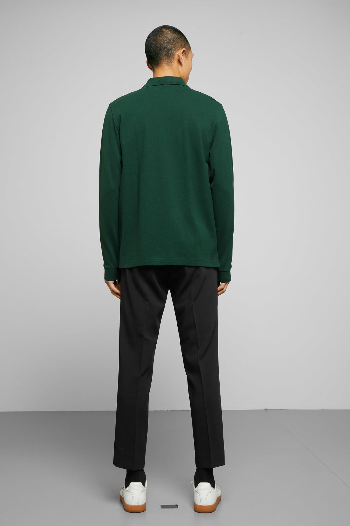 Model back image of Weekday lip zip long sleeve in green