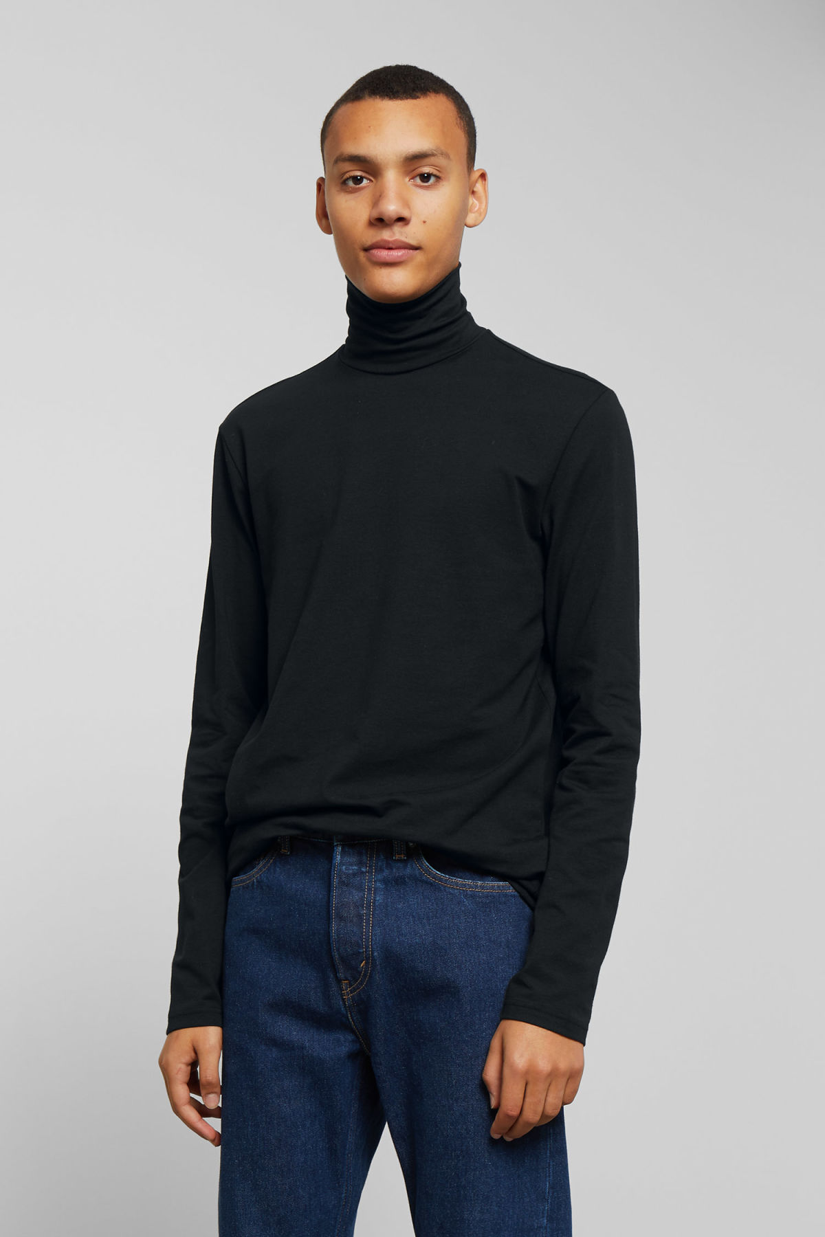 Model back image of Weekday ted turtleneck in black