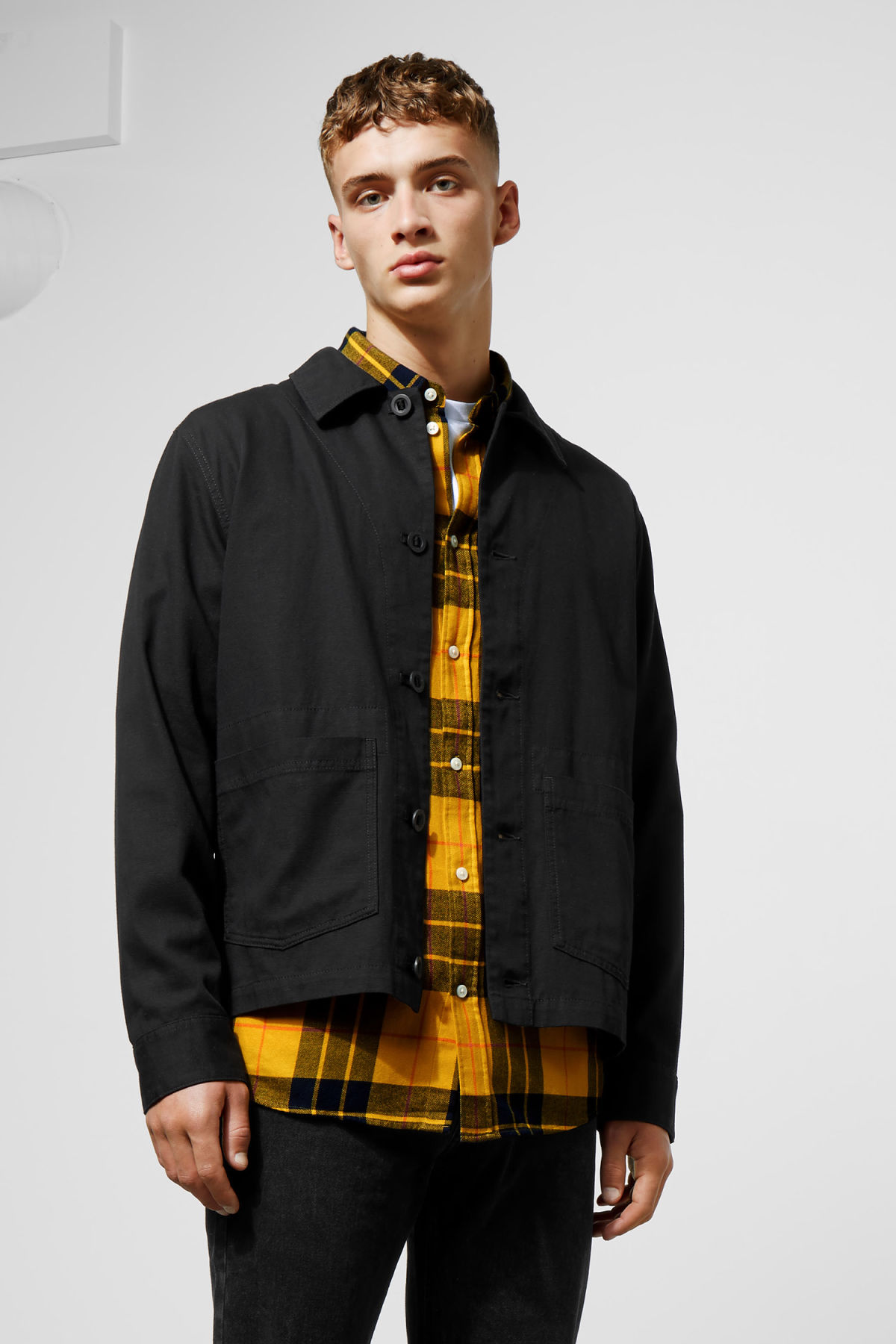 Model front image of Weekday lester overshirt in black