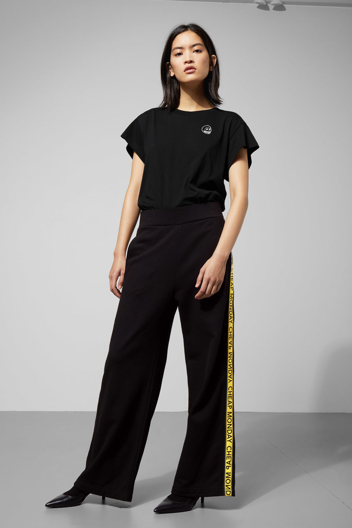Model front image of Weekday margin trousers in black