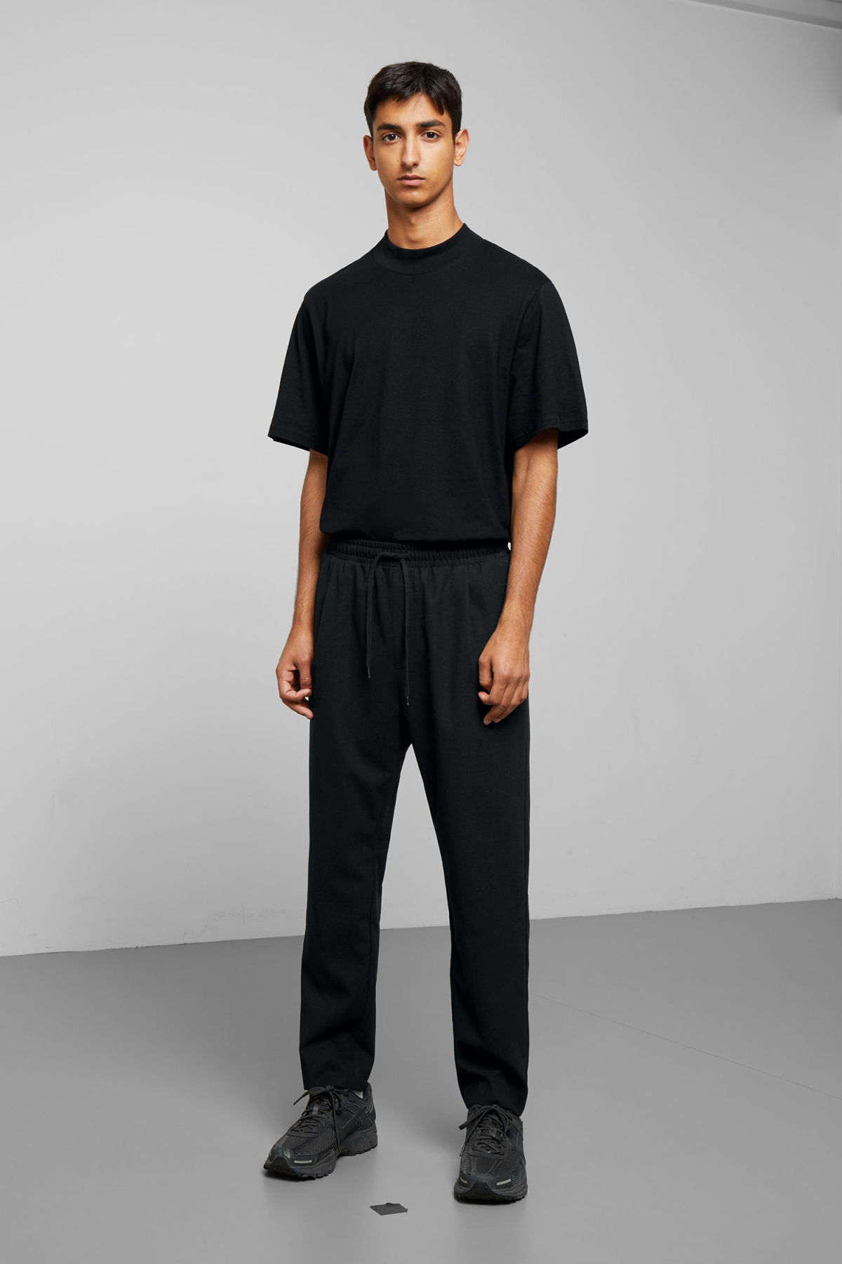 Model front image of Weekday thriller woven joggers in black